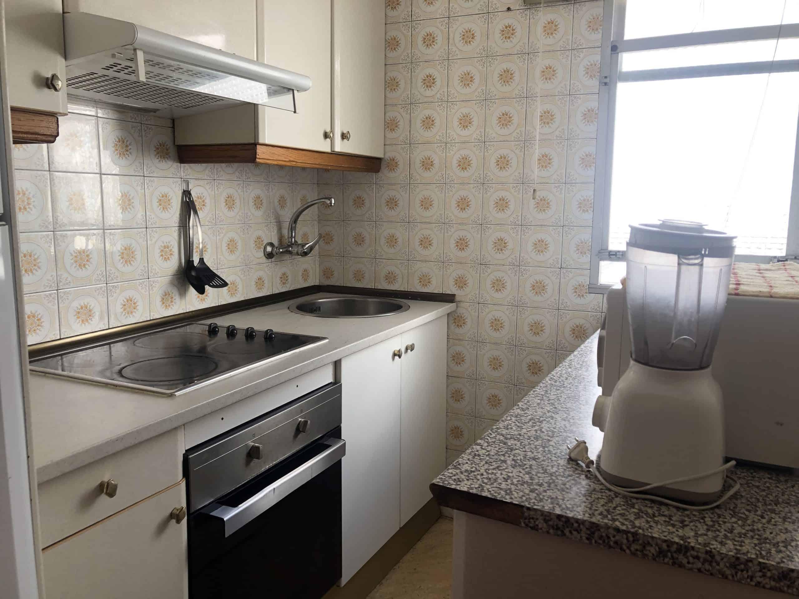 Agencia Inmobiliaria de Madrid-FUTUROCASA-Zona ARGANZUELA-EMBAJADORES-LEGAZPI -calle Embajadores- cocina