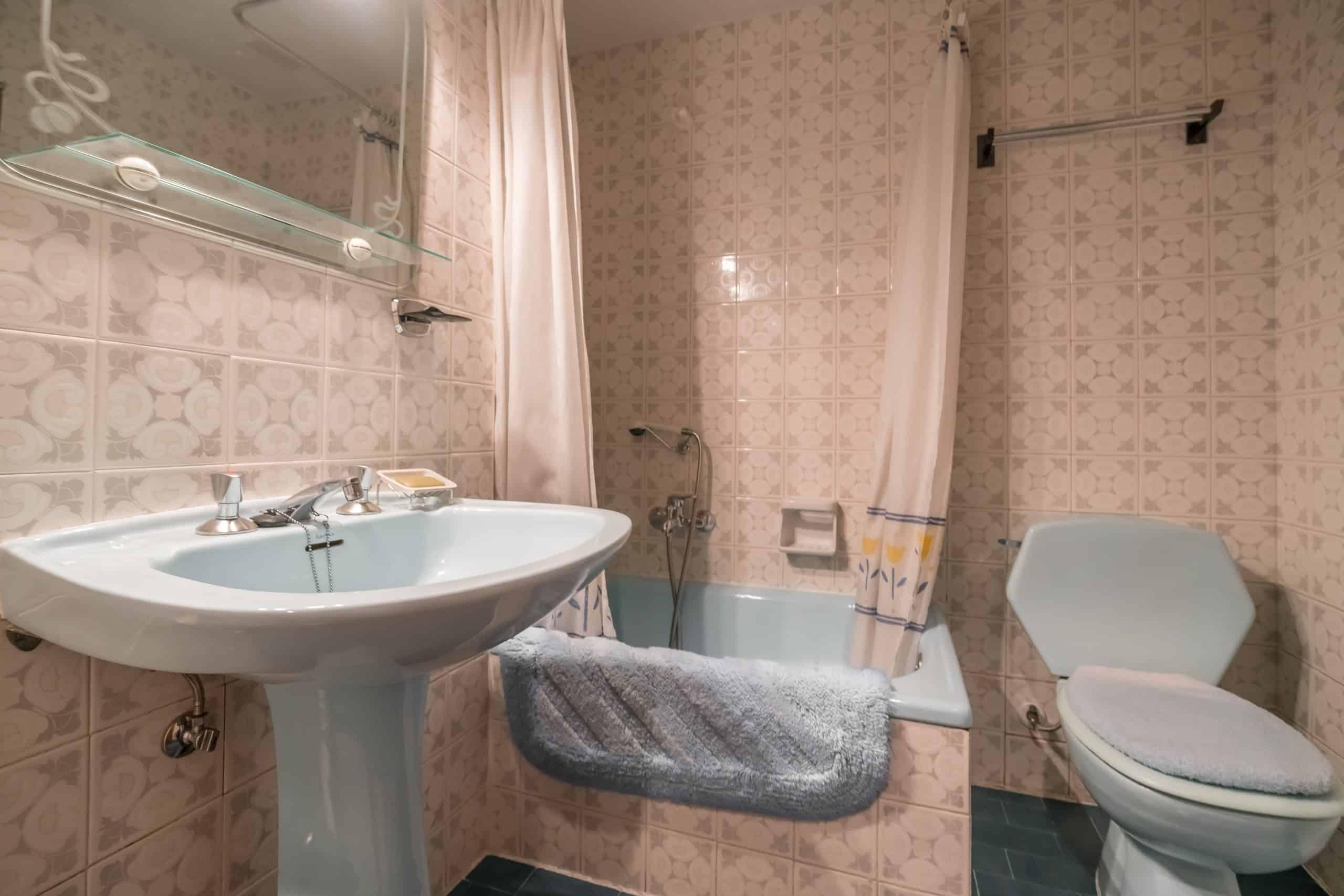 Agencia Inmobiliaria de Madrid-FUTUROCASA-Zona ARGANZUELA-EMBAJADORES-LEGAZPI -calle tomas borras- Baño