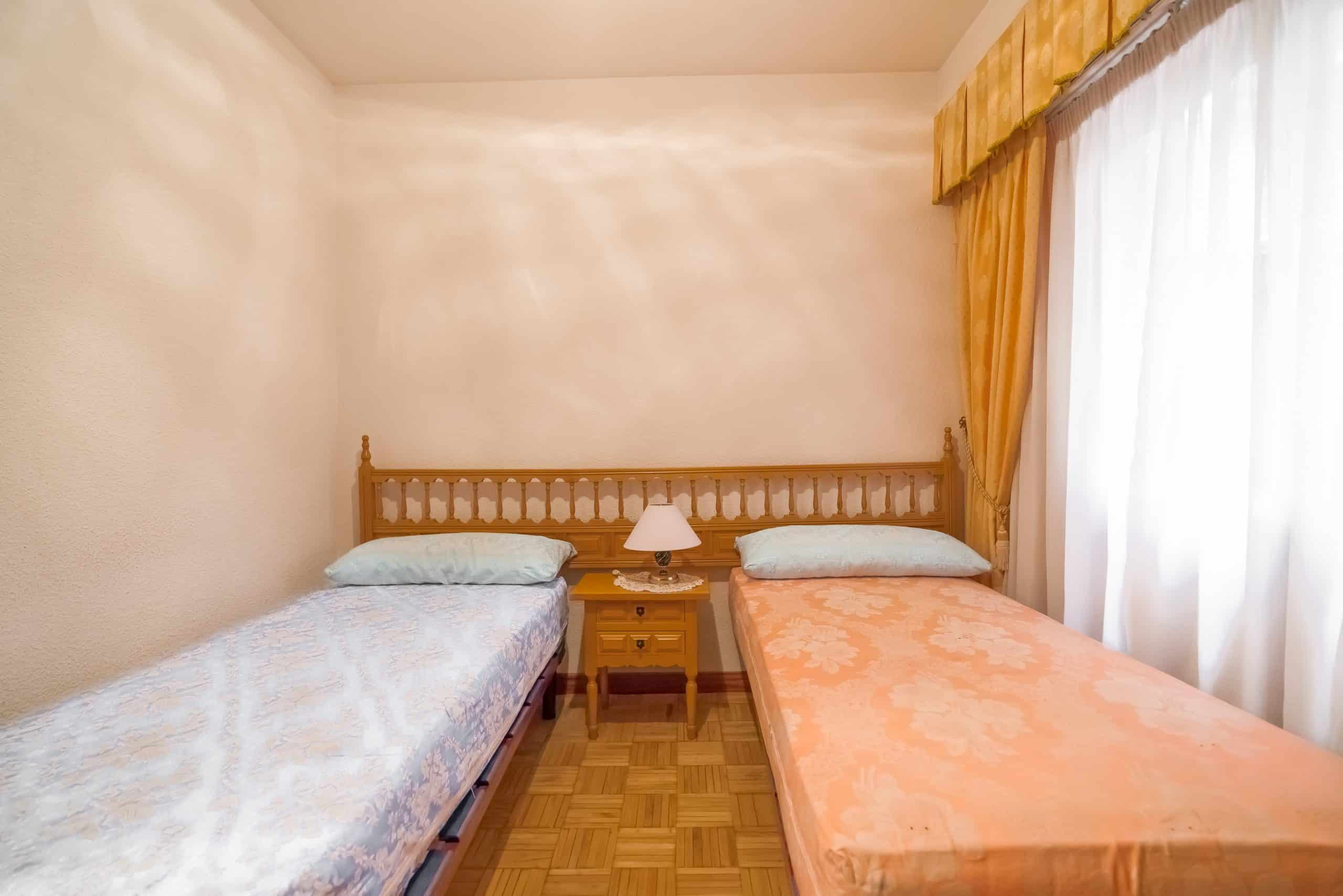 Agencia Inmobiliaria de Madrid-FUTUROCASA-Zona ARGANZUELA-EMBAJADORES-LEGAZPI -calle tomas borras- Dormitorio (2)