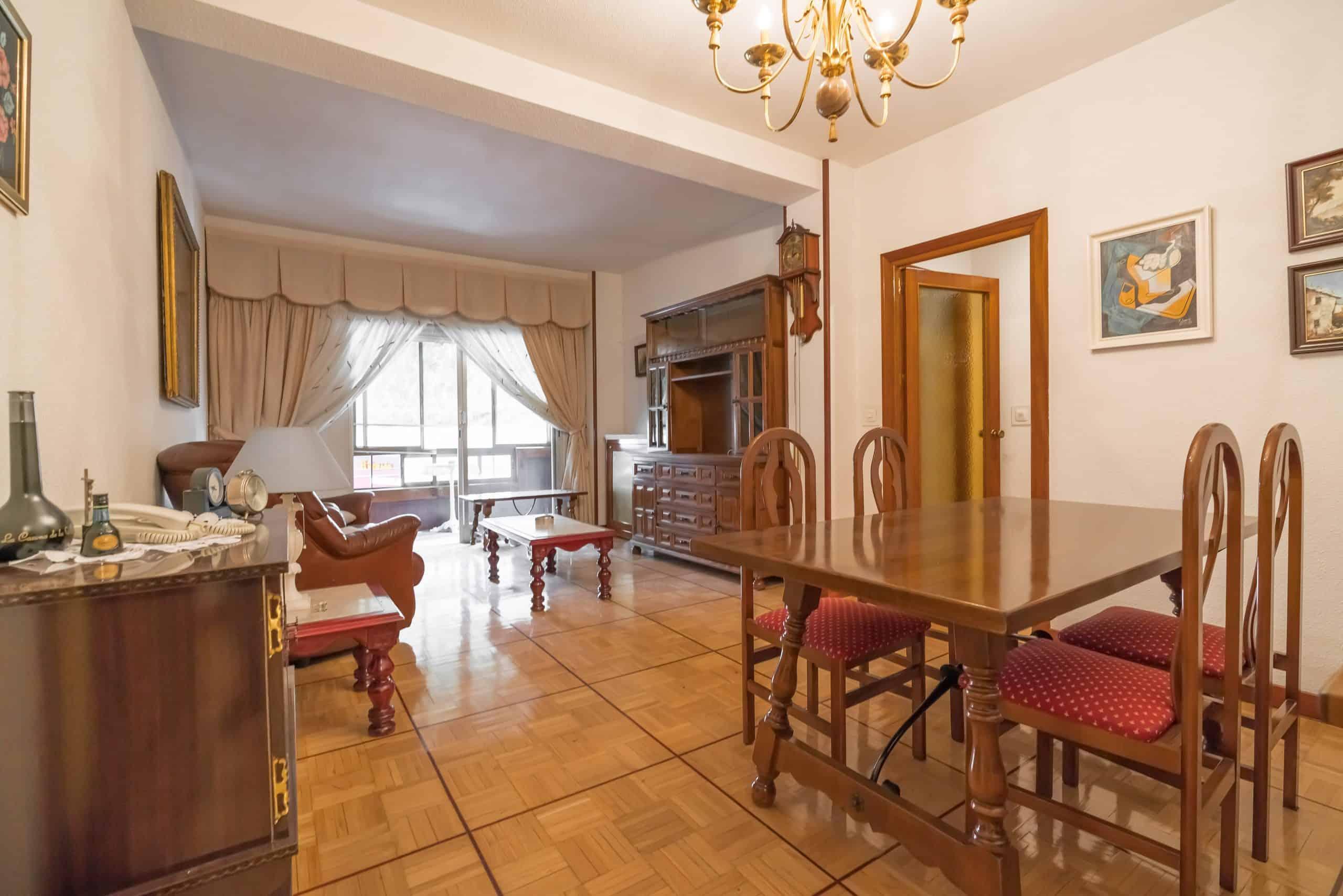 Agencia Inmobiliaria de Madrid-FUTUROCASA-Zona ARGANZUELA-EMBAJADORES-LEGAZPI -calle tomas borras- Salon 1