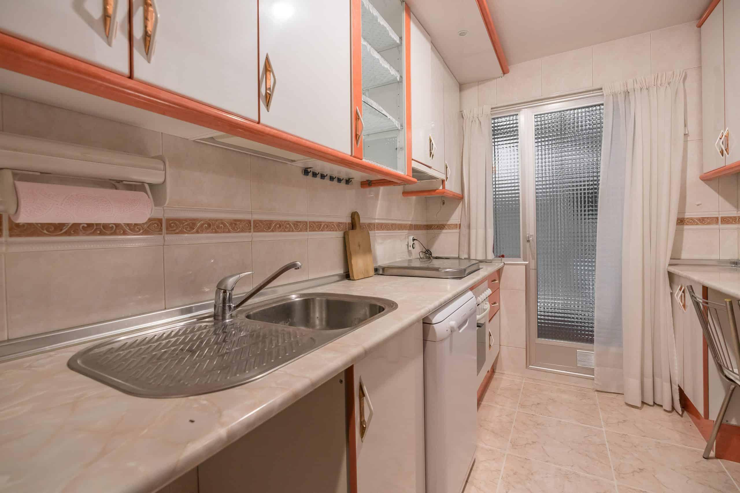 Agencia Inmobiliaria de Madrid-FUTUROCASA-Zona ARGANZUELA-EMBAJADORES-LEGAZPI -calle tomas borras- cocina
