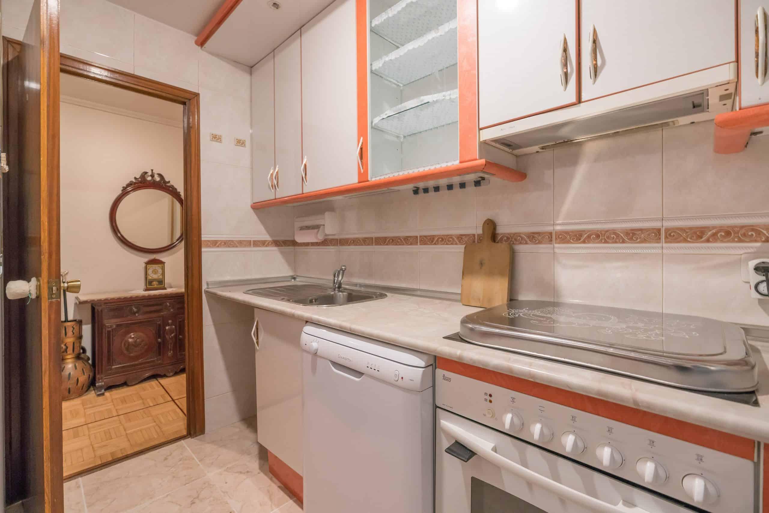 Agencia Inmobiliaria de Madrid-FUTUROCASA-Zona ARGANZUELA-EMBAJADORES-LEGAZPI -calle tomas borras- cocina 2