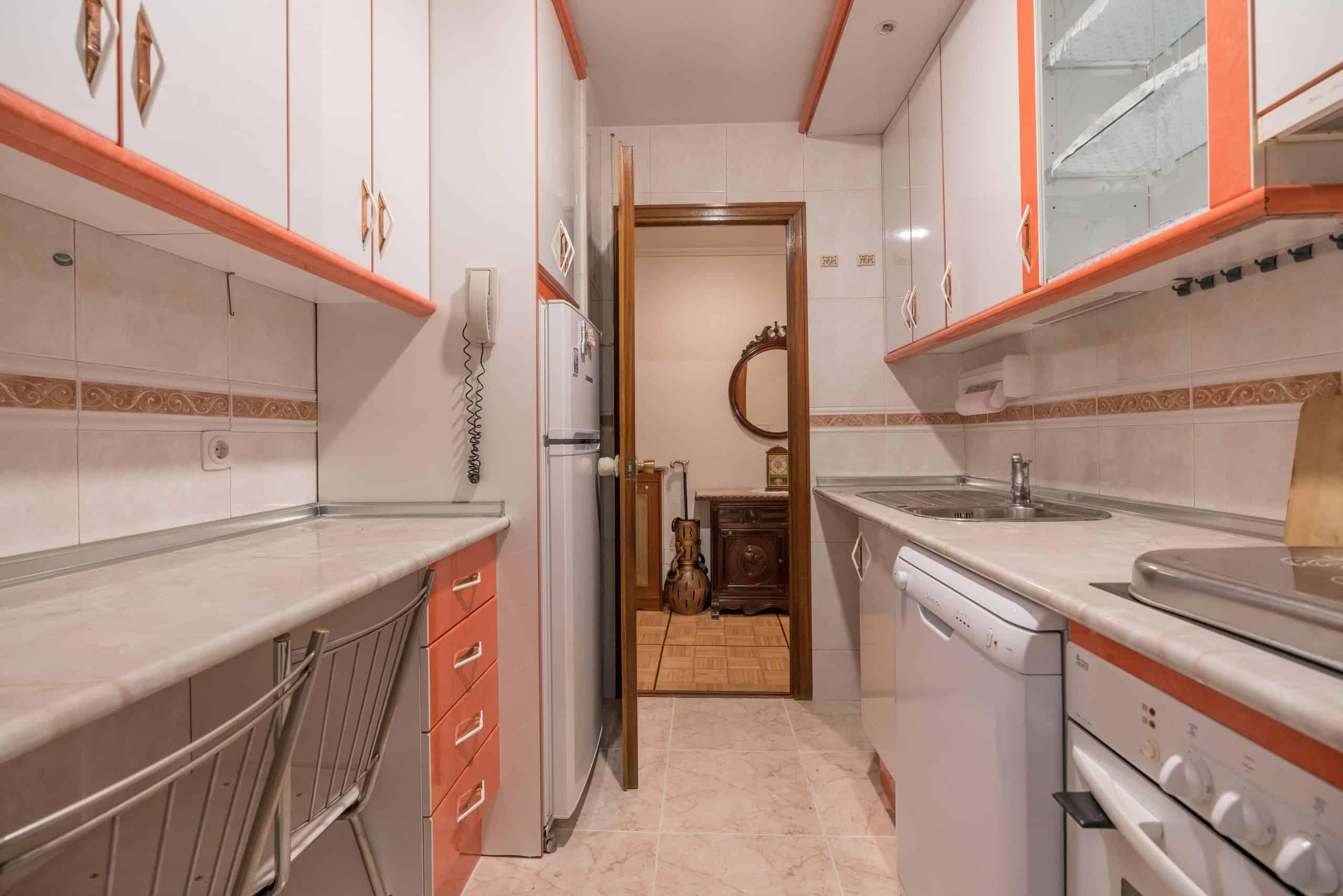 Agencia Inmobiliaria de Madrid-FUTUROCASA-Zona ARGANZUELA-EMBAJADORES-LEGAZPI -calle tomas borras- cocina1