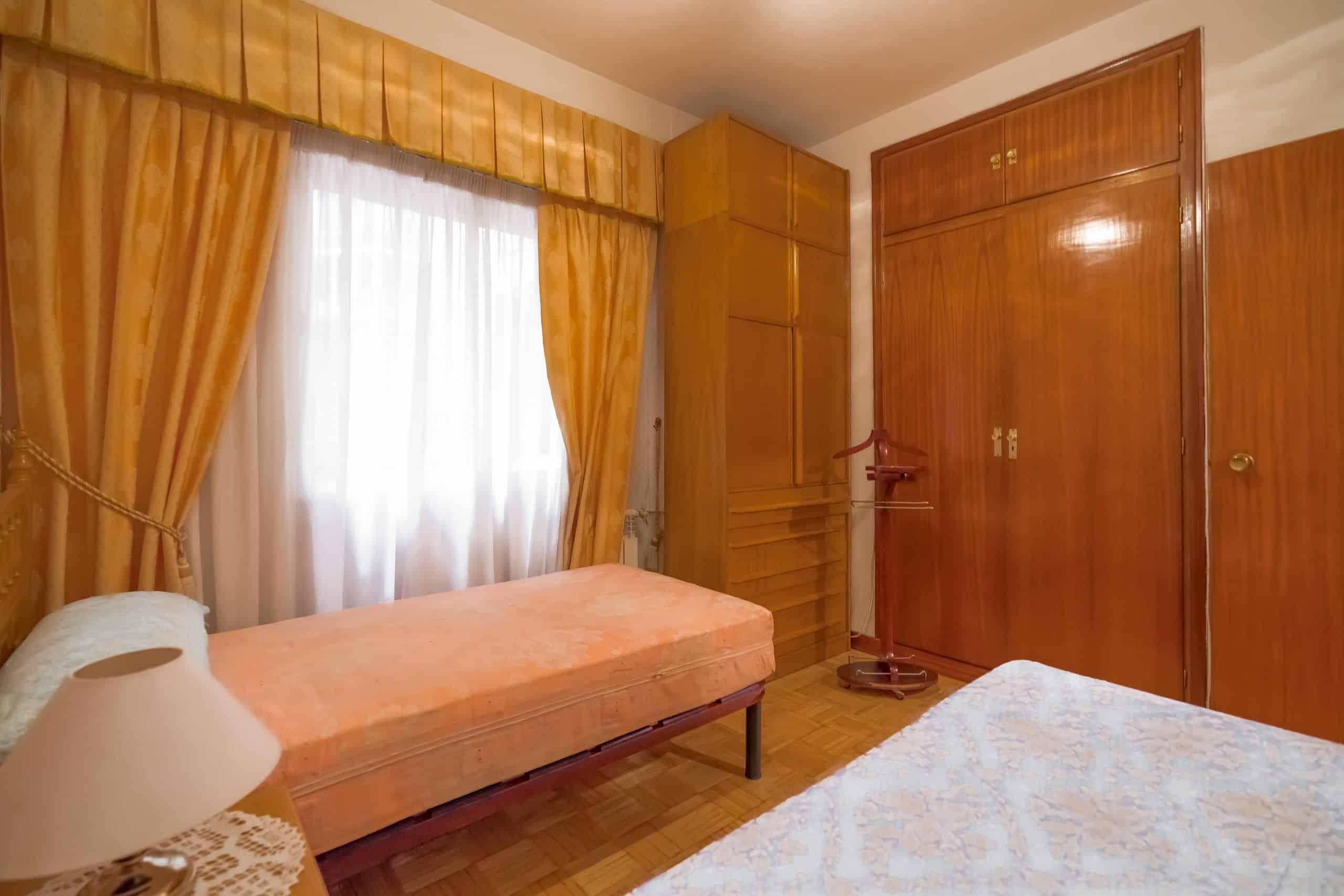 Agencia Inmobiliaria de Madrid-FUTUROCASA-Zona ARGANZUELA-EMBAJADORES-LEGAZPI -calle tomas borras- dormitorio-1