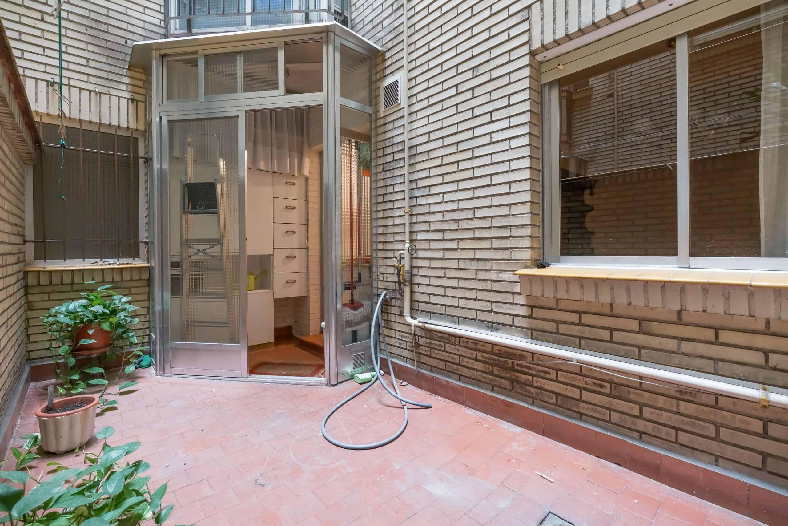Agencia Inmobiliaria de Madrid-FUTUROCASA-Zona ARGANZUELA-EMBAJADORES-LEGAZPI -calle tomas borras- patio