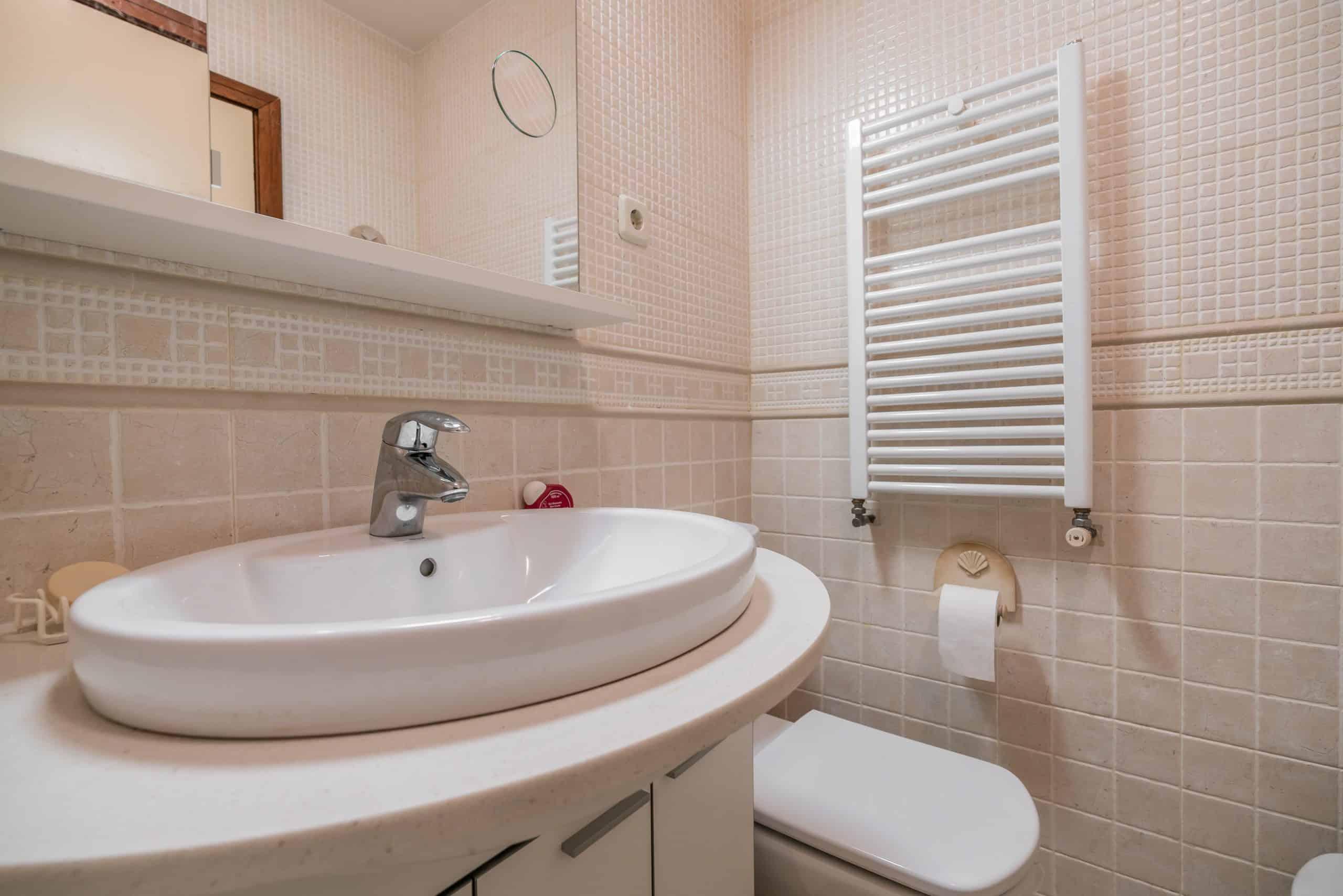 Agencia Inmobiliaria de Madrid-FUTUROCASA-Zona ARGANZUELA-EMBAJADORES-LEGAZPI -calle Embajadores- baño 133