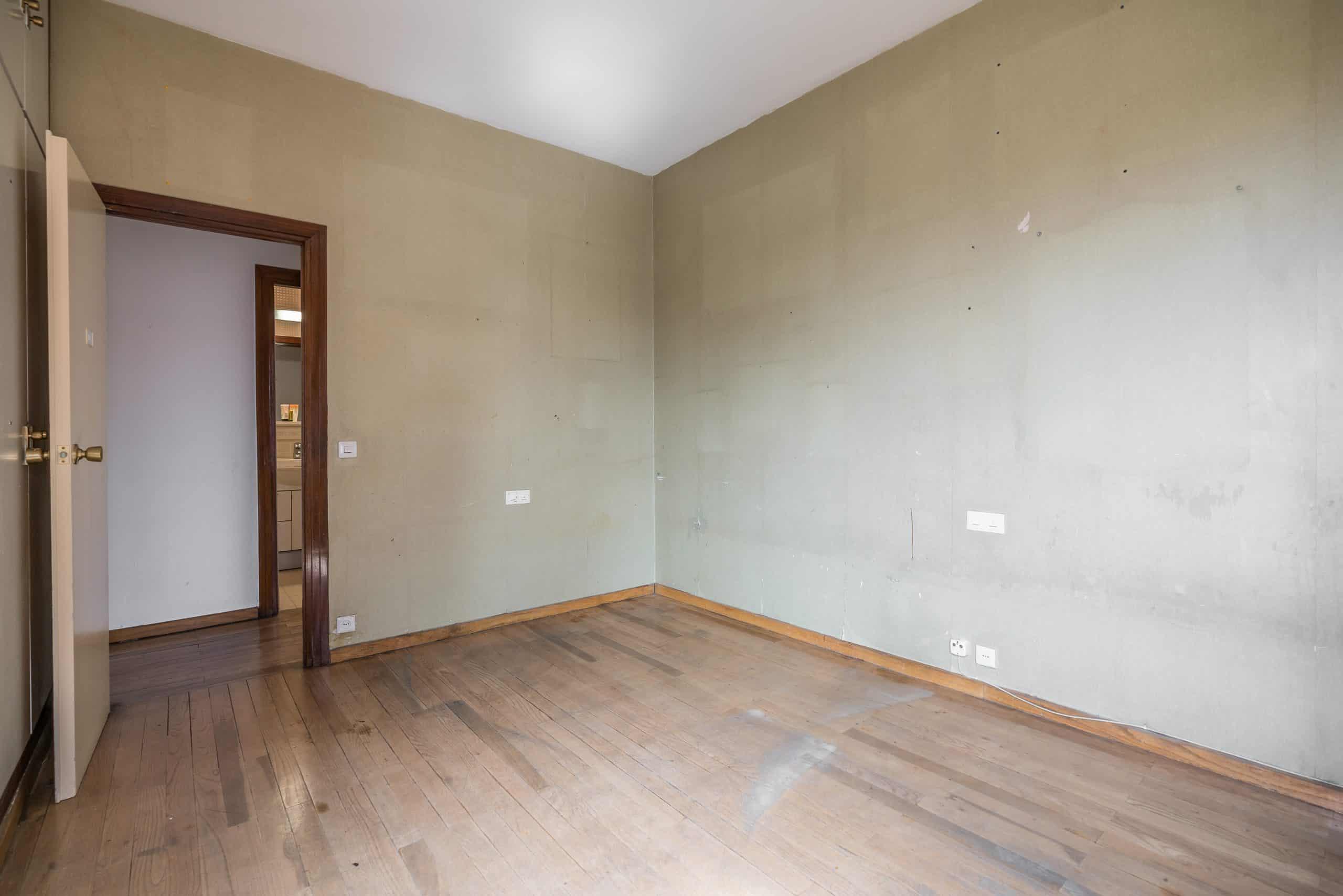 Agencia Inmobiliaria de Madrid-FUTUROCASA-Zona ARGANZUELA-EMBAJADORES-LEGAZPI -calle Embajadores- baño 139