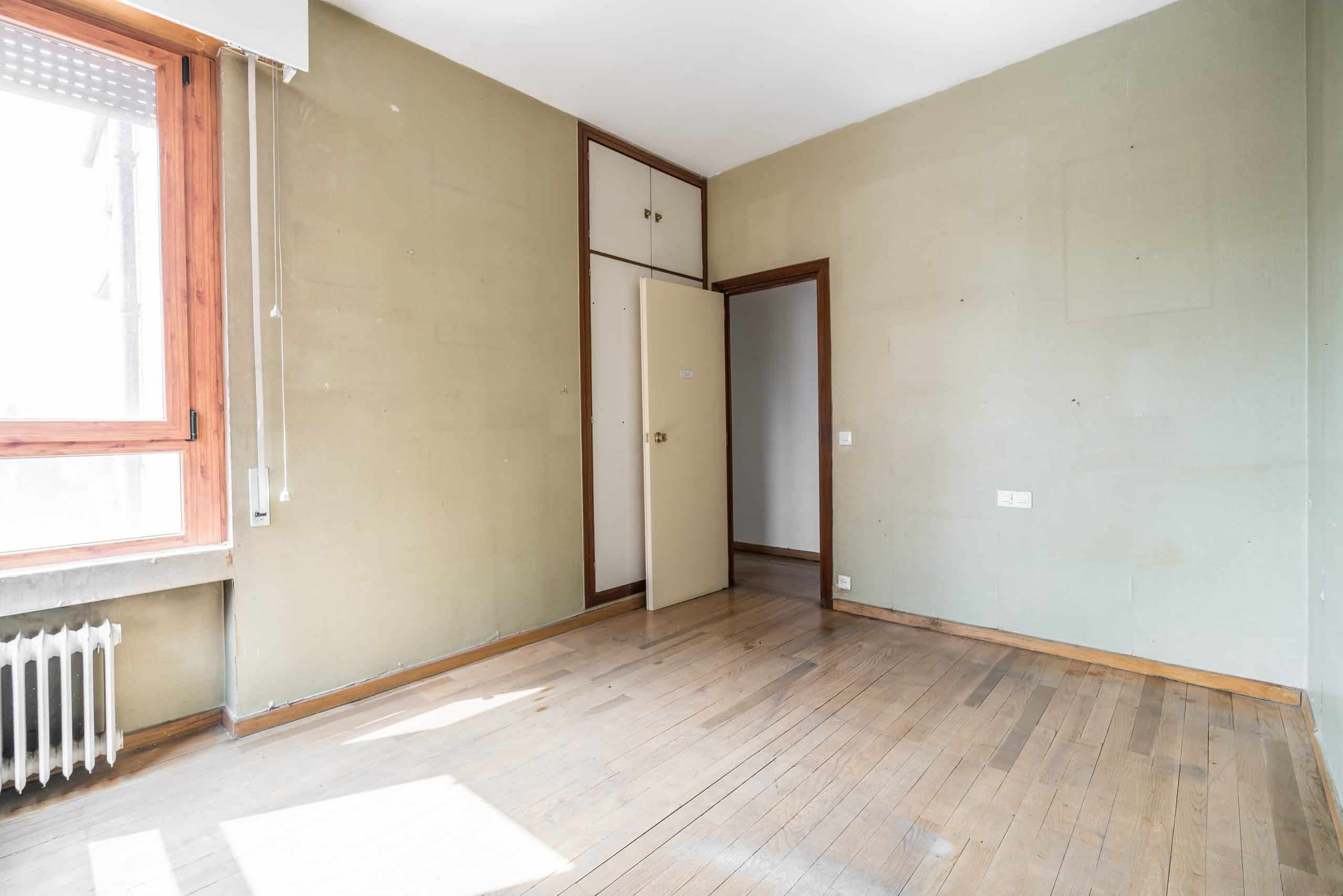 Agencia Inmobiliaria de Madrid-FUTUROCASA-Zona ARGANZUELA-EMBAJADORES-LEGAZPI -calle Embajadores- baño 140