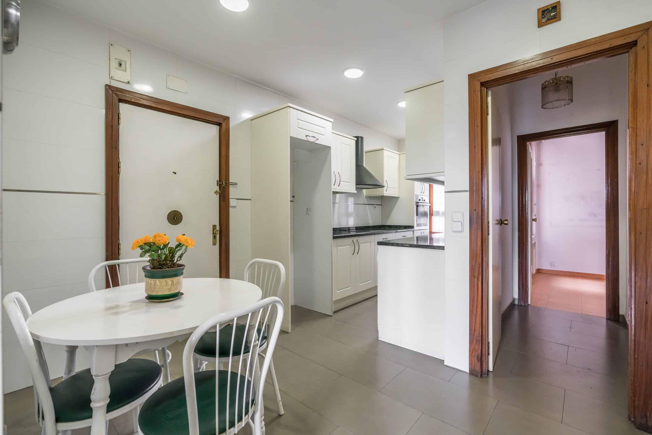 Agencia Inmobiliaria de Madrid-FUTUROCASA-Zona ARGANZUELA-EMBAJADORES-LEGAZPI -calle Embajadores- baño 142