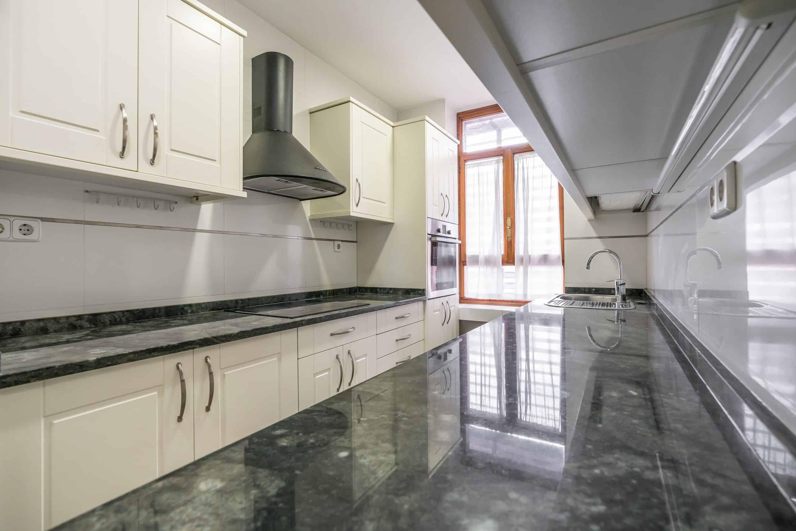 Agencia Inmobiliaria de Madrid-FUTUROCASA-Zona ARGANZUELA-EMBAJADORES-LEGAZPI -calle Embajadores- baño 144