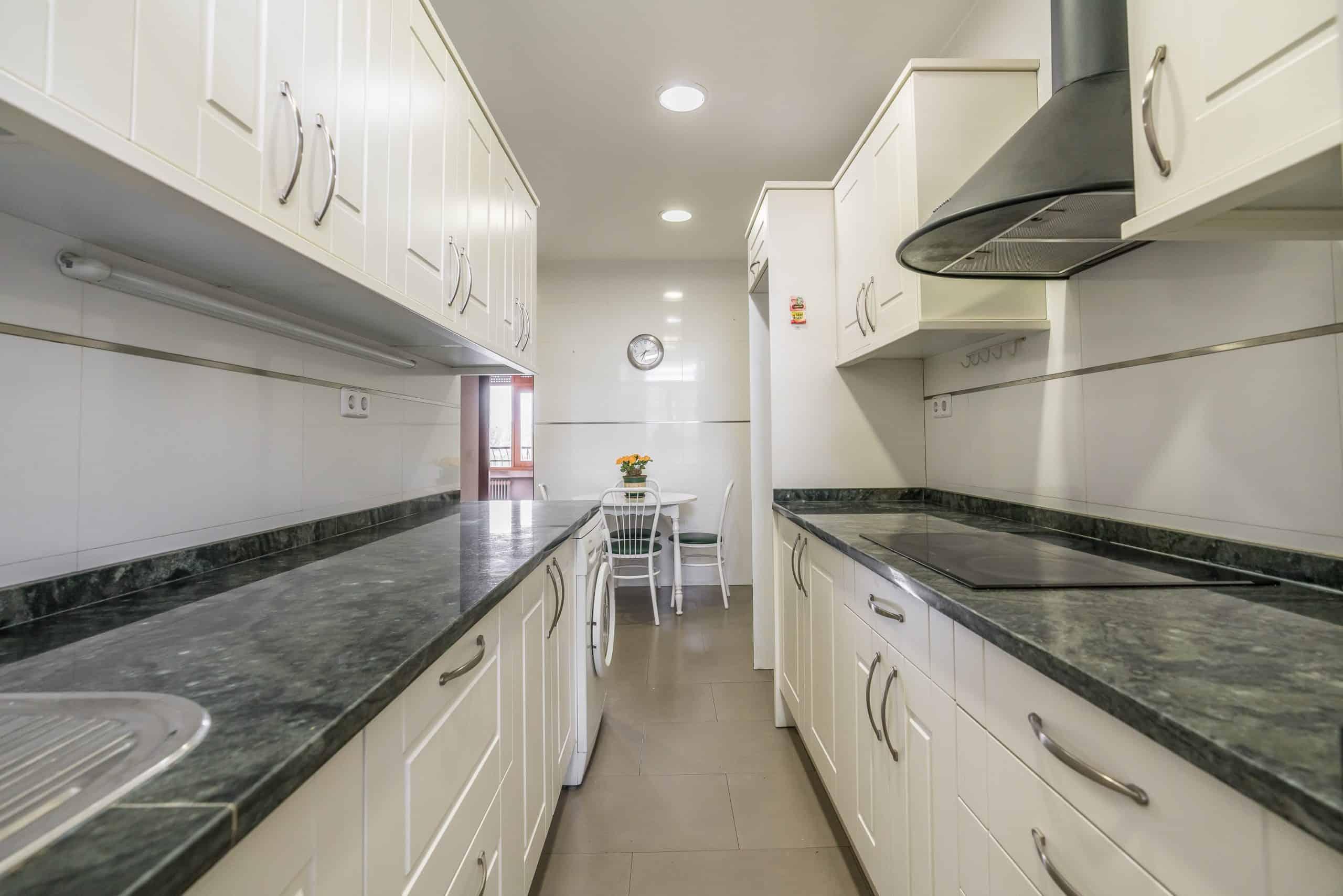 Agencia Inmobiliaria de Madrid-FUTUROCASA-Zona ARGANZUELA-EMBAJADORES-LEGAZPI -calle Embajadores- baño 147