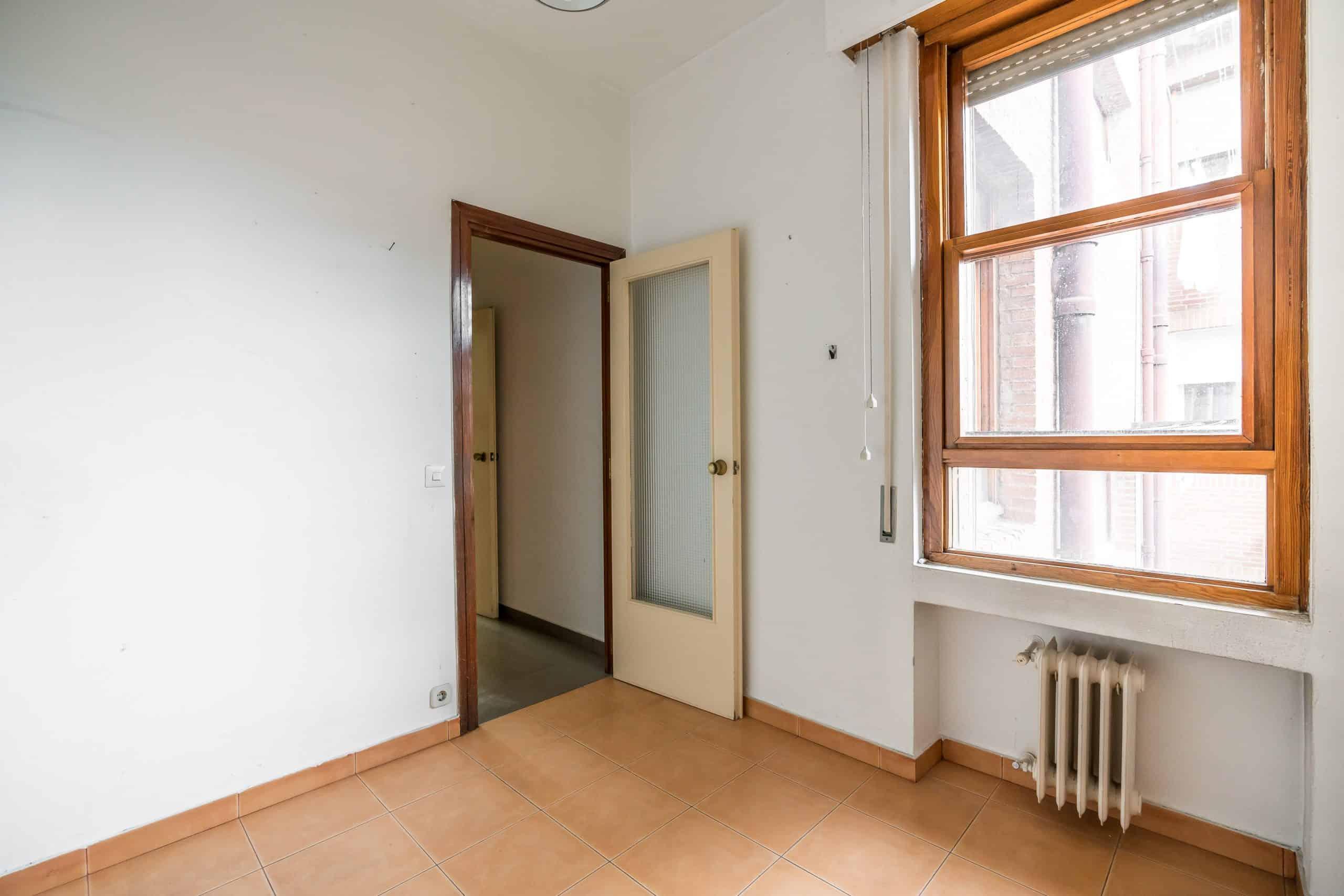 Agencia Inmobiliaria de Madrid-FUTUROCASA-Zona ARGANZUELA-EMBAJADORES-LEGAZPI -calle Embajadores- baño 150
