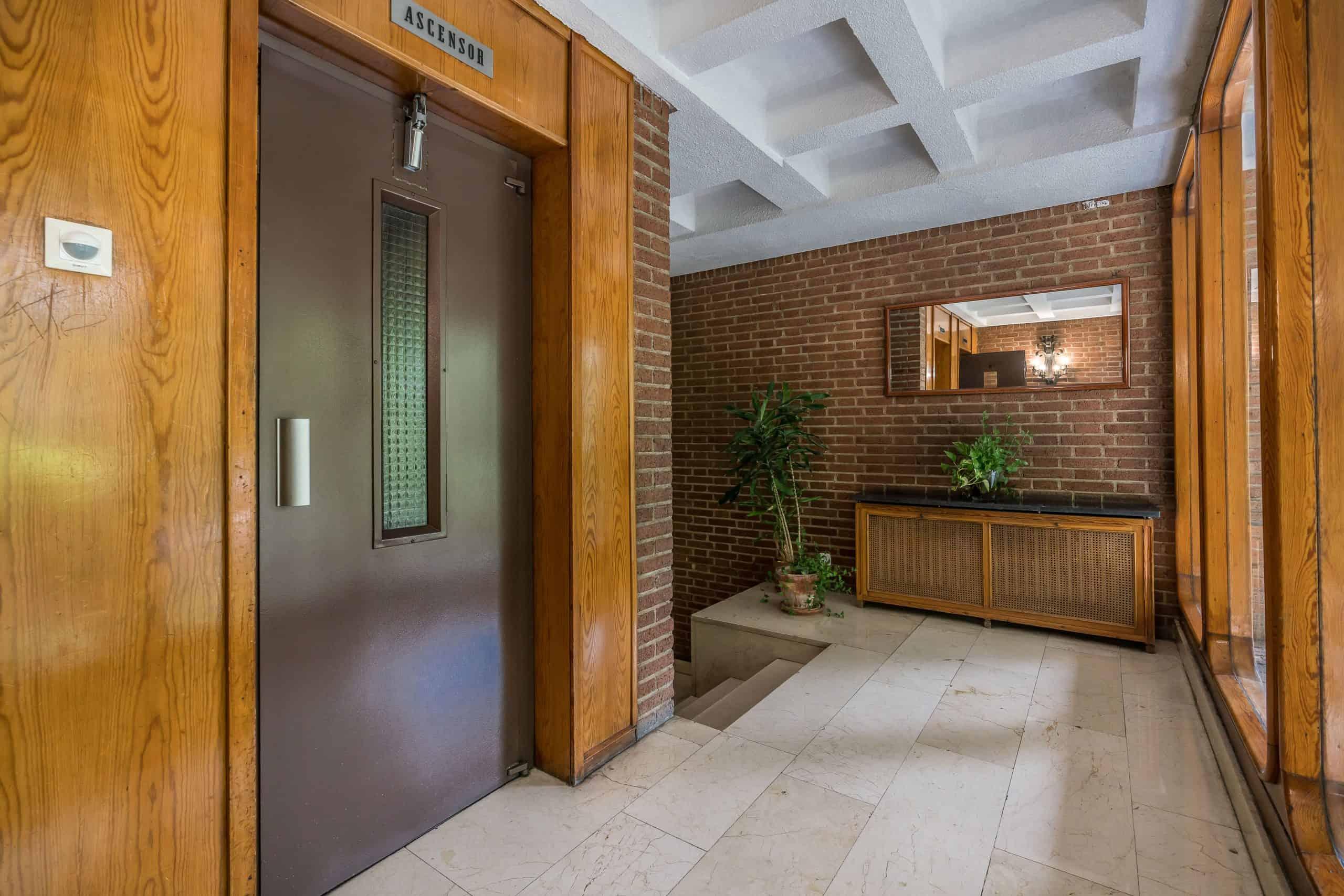 Agencia Inmobiliaria de Madrid-FUTUROCASA-Zona ARGANZUELA-EMBAJADORES-LEGAZPI -calle Embajadores- baño 182