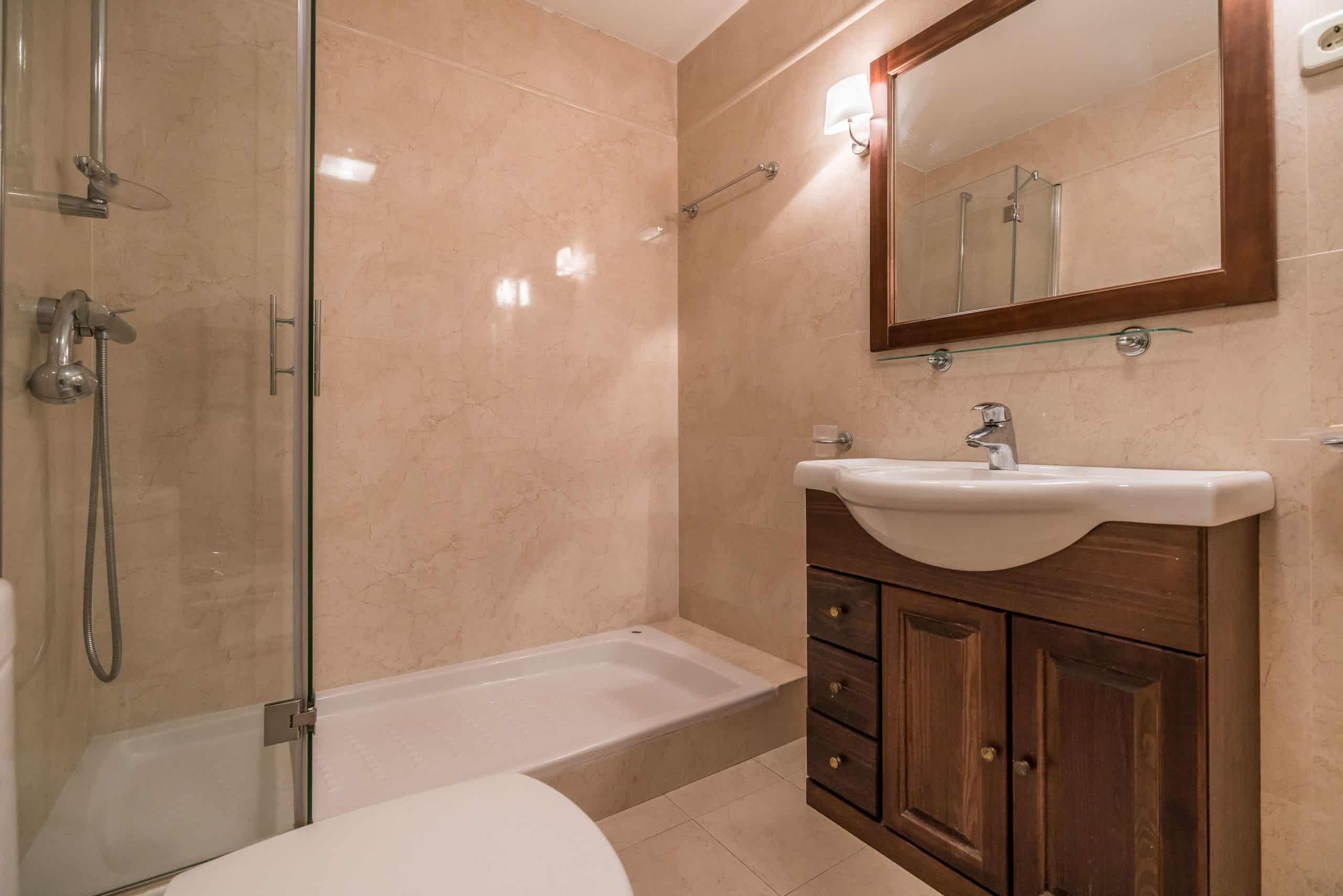 Agencia Inmobiliaria de Madrid-FUTUROCASA-Zona ARGANZUELA-EMBAJADORES-LEGAZPI -calle Embajadores- baño 20