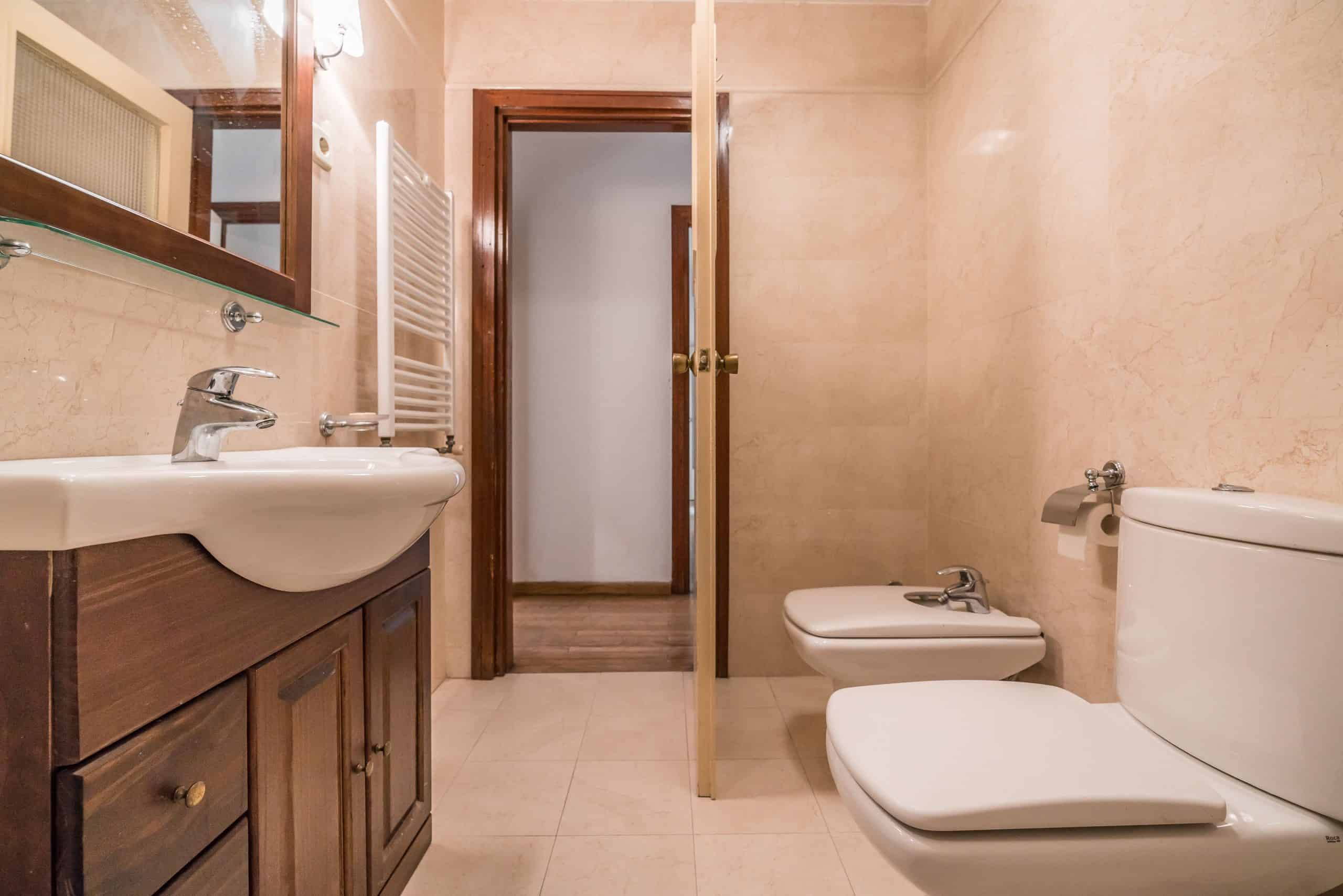 Agencia Inmobiliaria de Madrid-FUTUROCASA-Zona ARGANZUELA-EMBAJADORES-LEGAZPI -calle Embajadores- baño 21