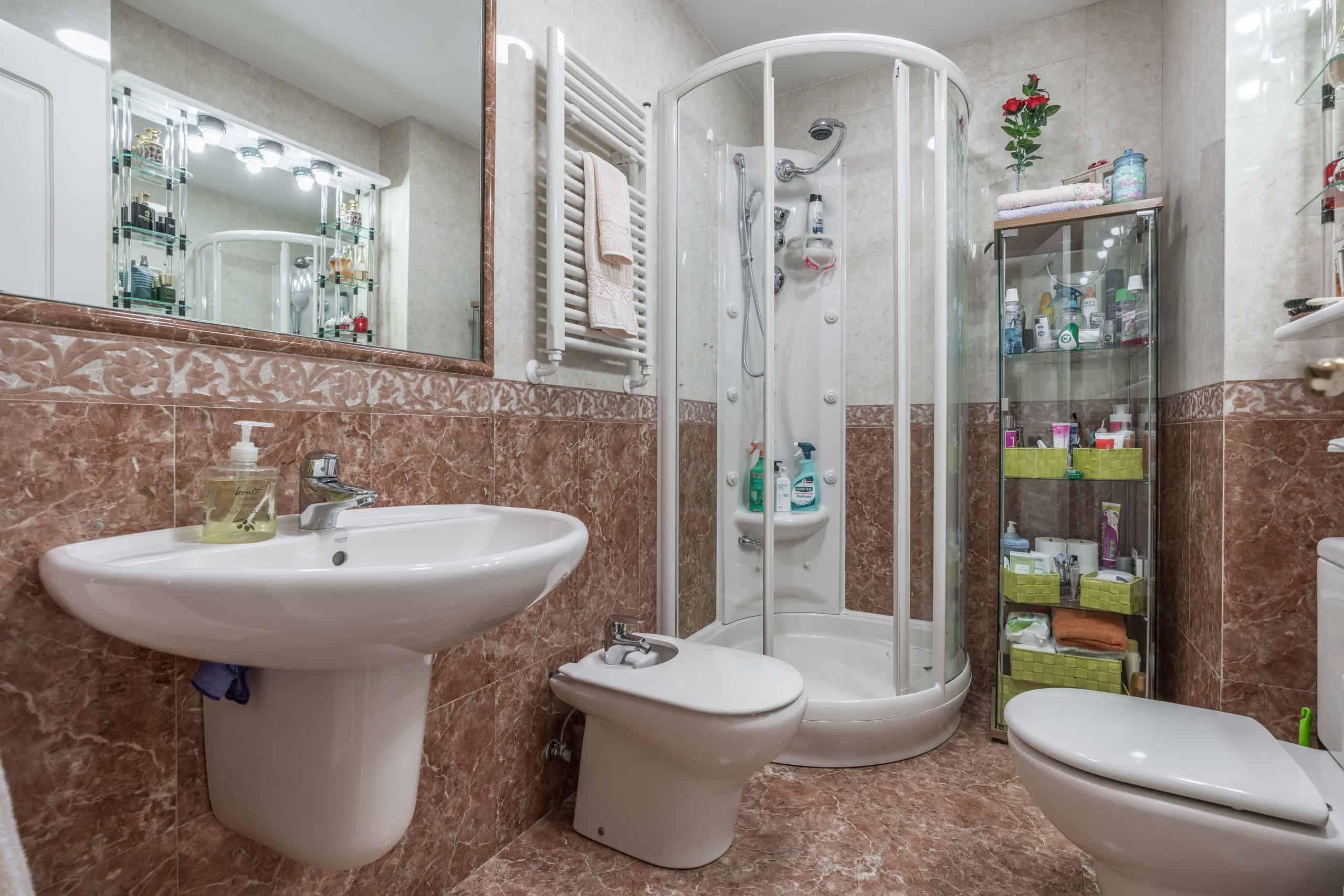 Agencia Inmobiliaria de Madrid-FUTUROCASA-Zona ARGANZUELA-EMBAJADORES-LEGAZPI -calle Santa María de la Cabeza3 BAÑO (1)