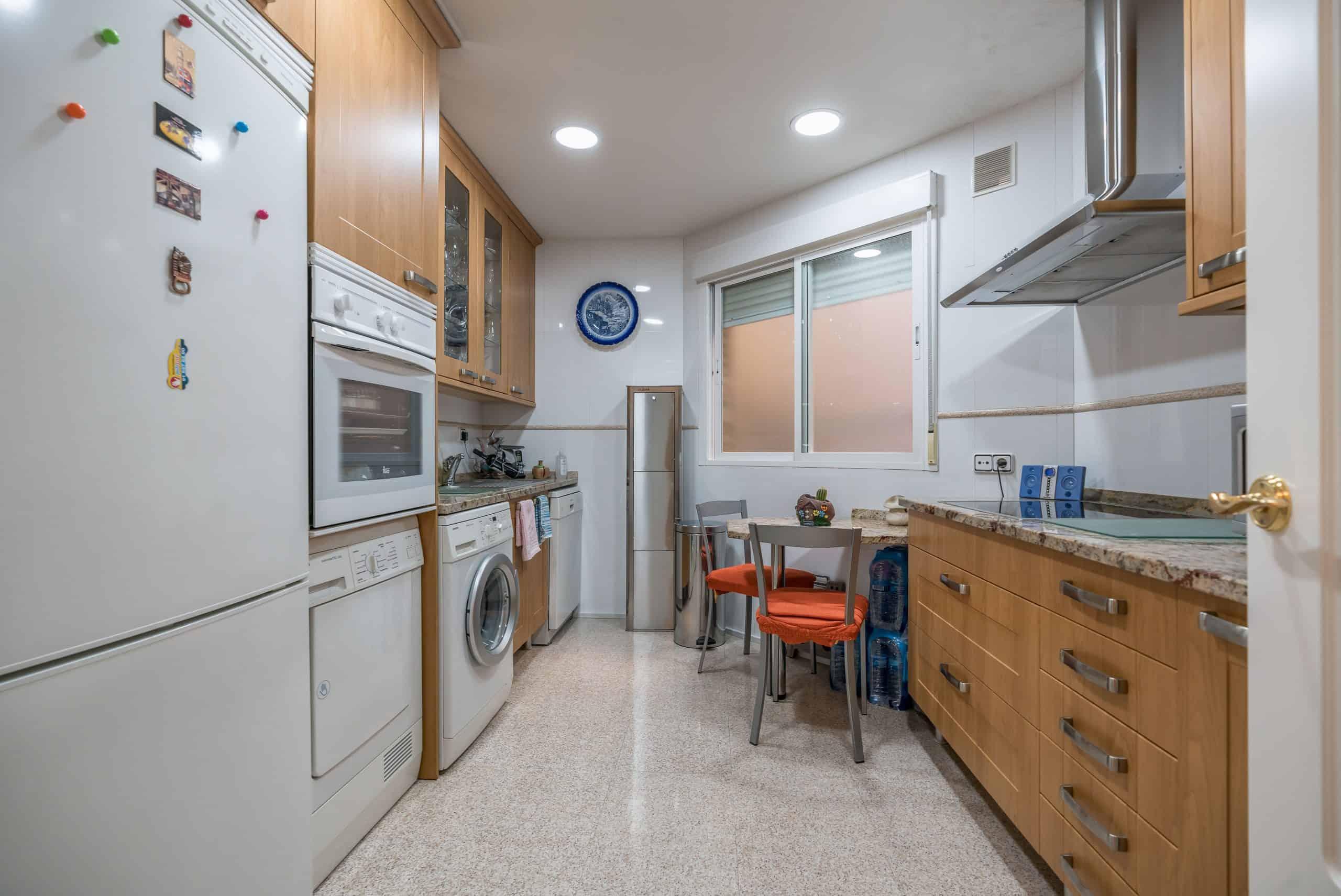 Agencia Inmobiliaria de Madrid-FUTUROCASA-Zona ARGANZUELA-EMBAJADORES-LEGAZPI -calle Santa María de la Cabeza5 COCINA (2)