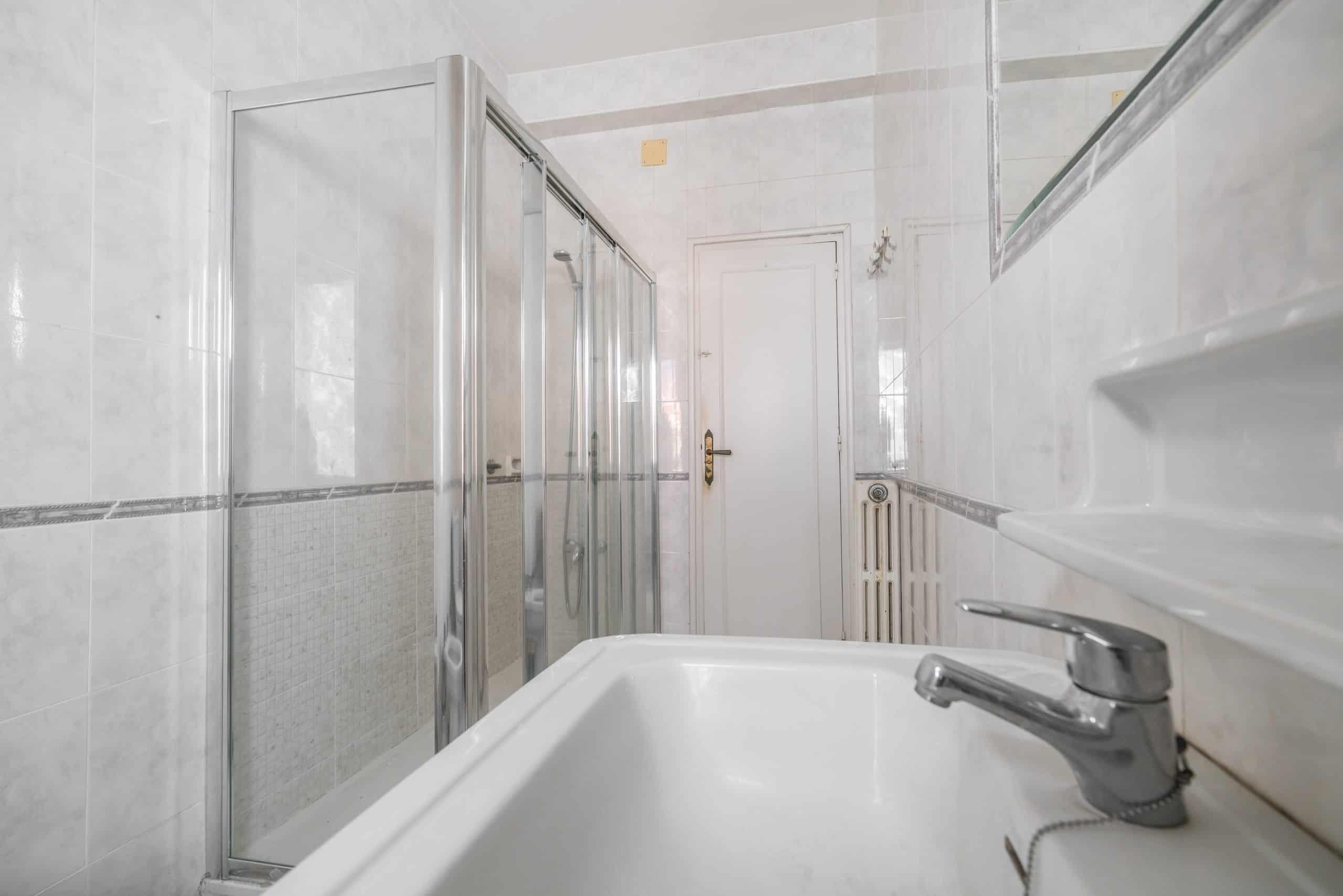 Agencia Inmobiliaria de Madrid-FUTUROCASA-Zona ARGANZUELA-EMBAJADORES-LEGAZPI -calle ALEJANDRO FERRANT -BAÑO1-1