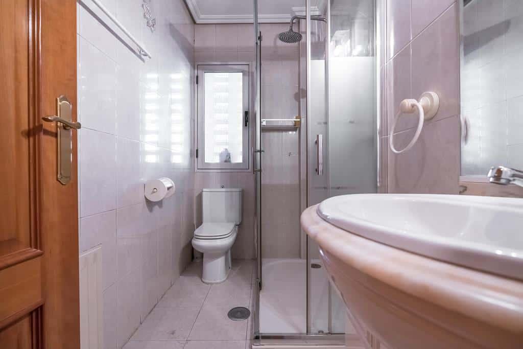 Agencia Inmobiliaria de Madrid-FUTUROCASA-Zona ARGANZUELA-EMBAJADORES-LEGAZPI3 BAÑO1 (2)