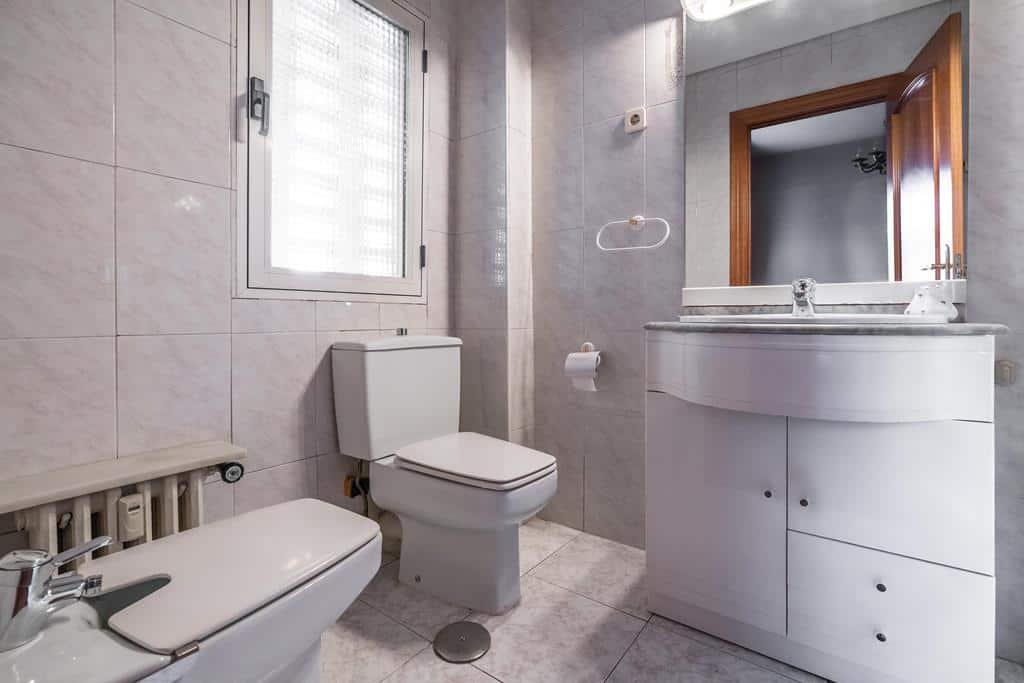 Agencia Inmobiliaria de Madrid-FUTUROCASA-Zona ARGANZUELA-EMBAJADORES-LEGAZPI5 BAÑO2 (1)