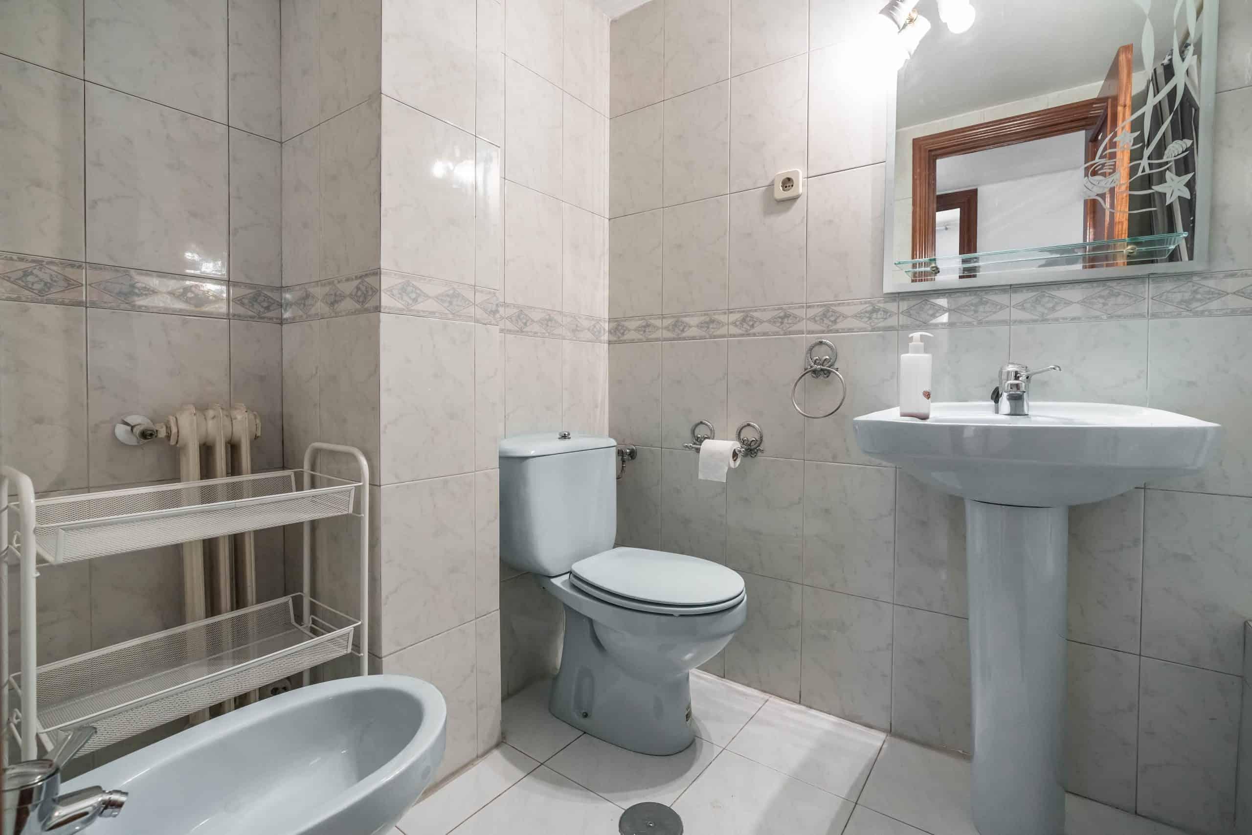 Agencia Inmobiliaria de Madrid-FUTUROCASA-Zona ARGANZUELA-LEGAZPI -calle Jaime Conquistador 48- Baño 1