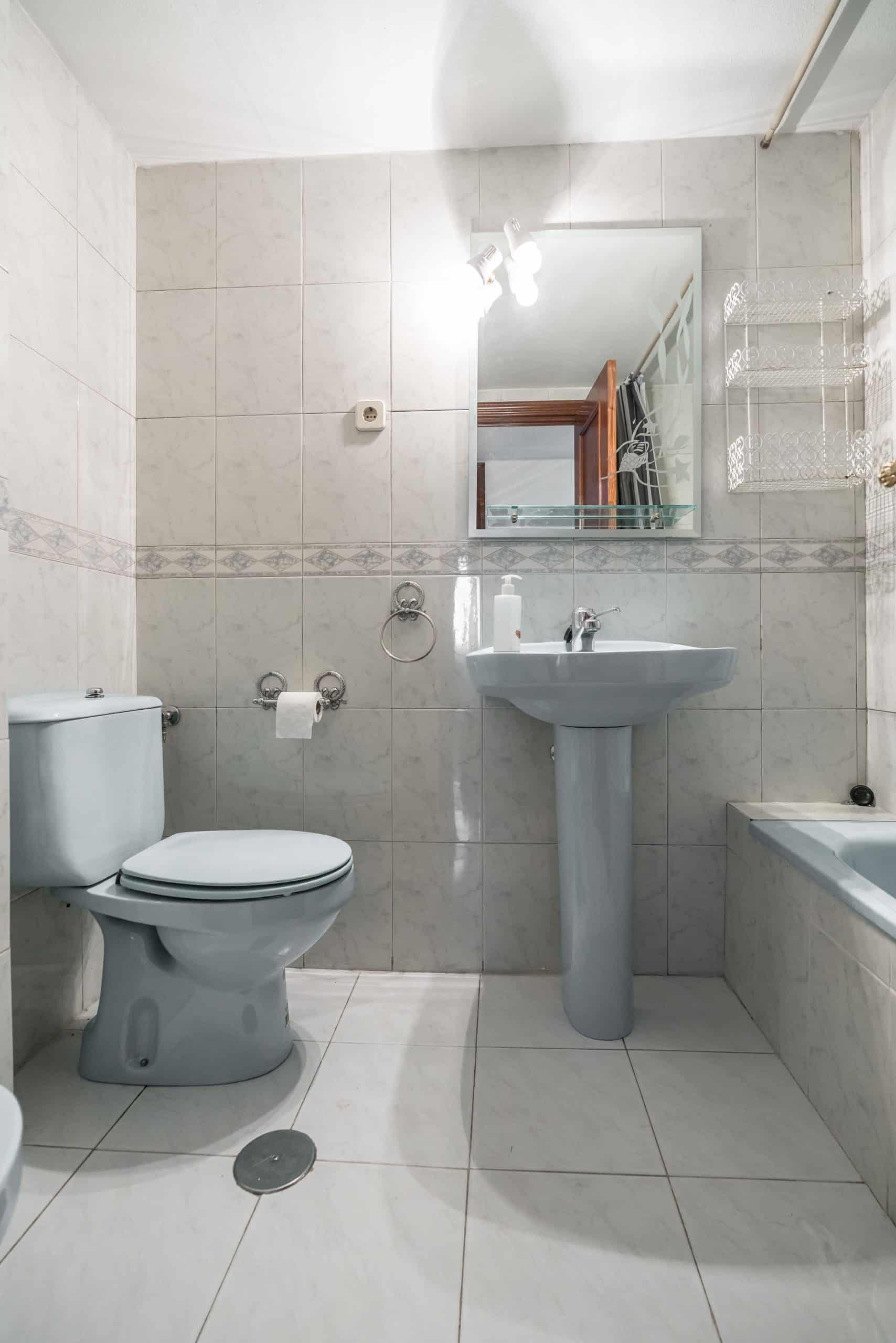 Agencia Inmobiliaria de Madrid-FUTUROCASA-Zona ARGANZUELA-LEGAZPI -calle Jaime Conquistador 48- Baño 2