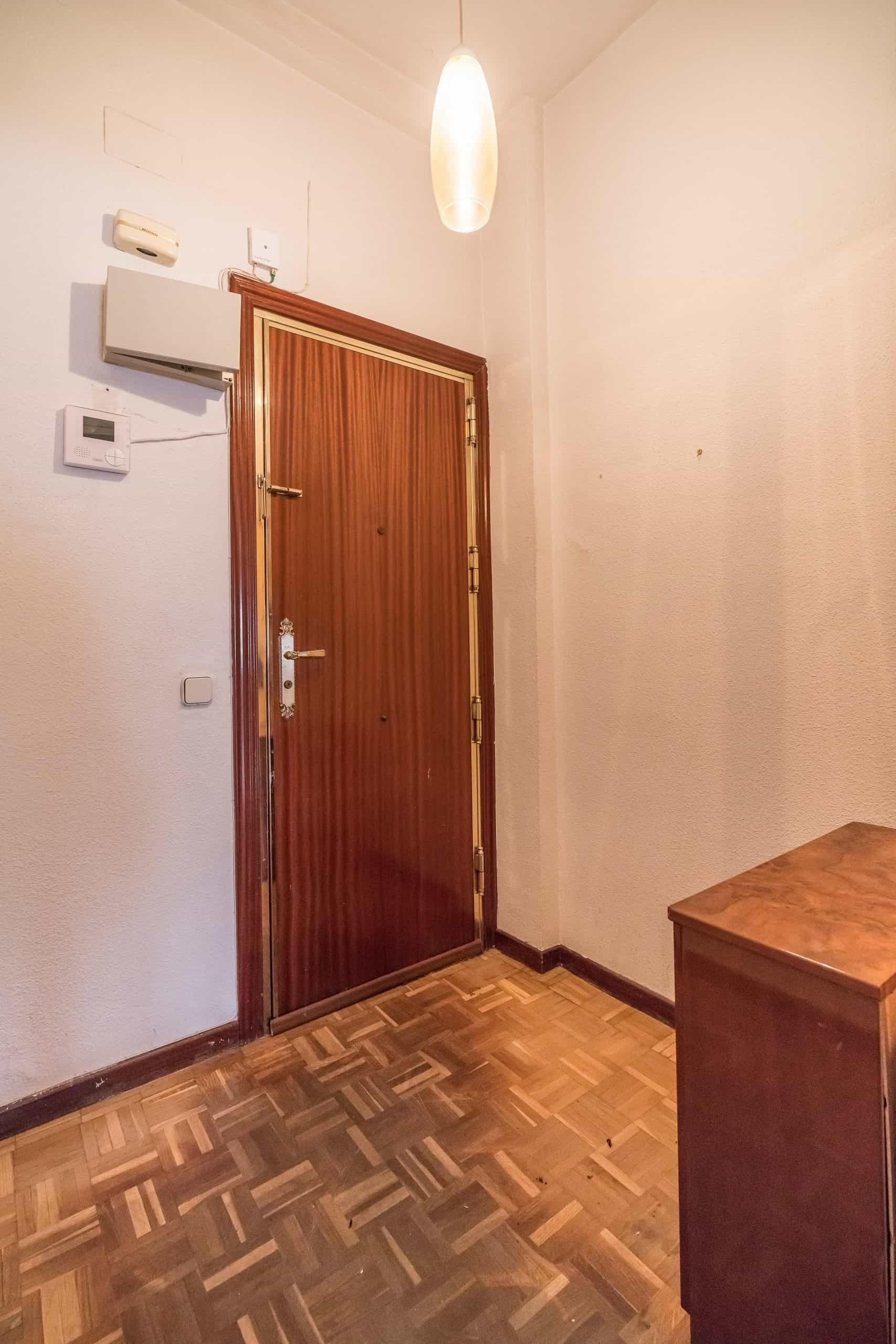 Agencia Inmobiliaria de Madrid-FUTUROCASA-Zona ARGANZUELA-LEGAZPI -calle Jaime Conquistador 48- Entrada 1