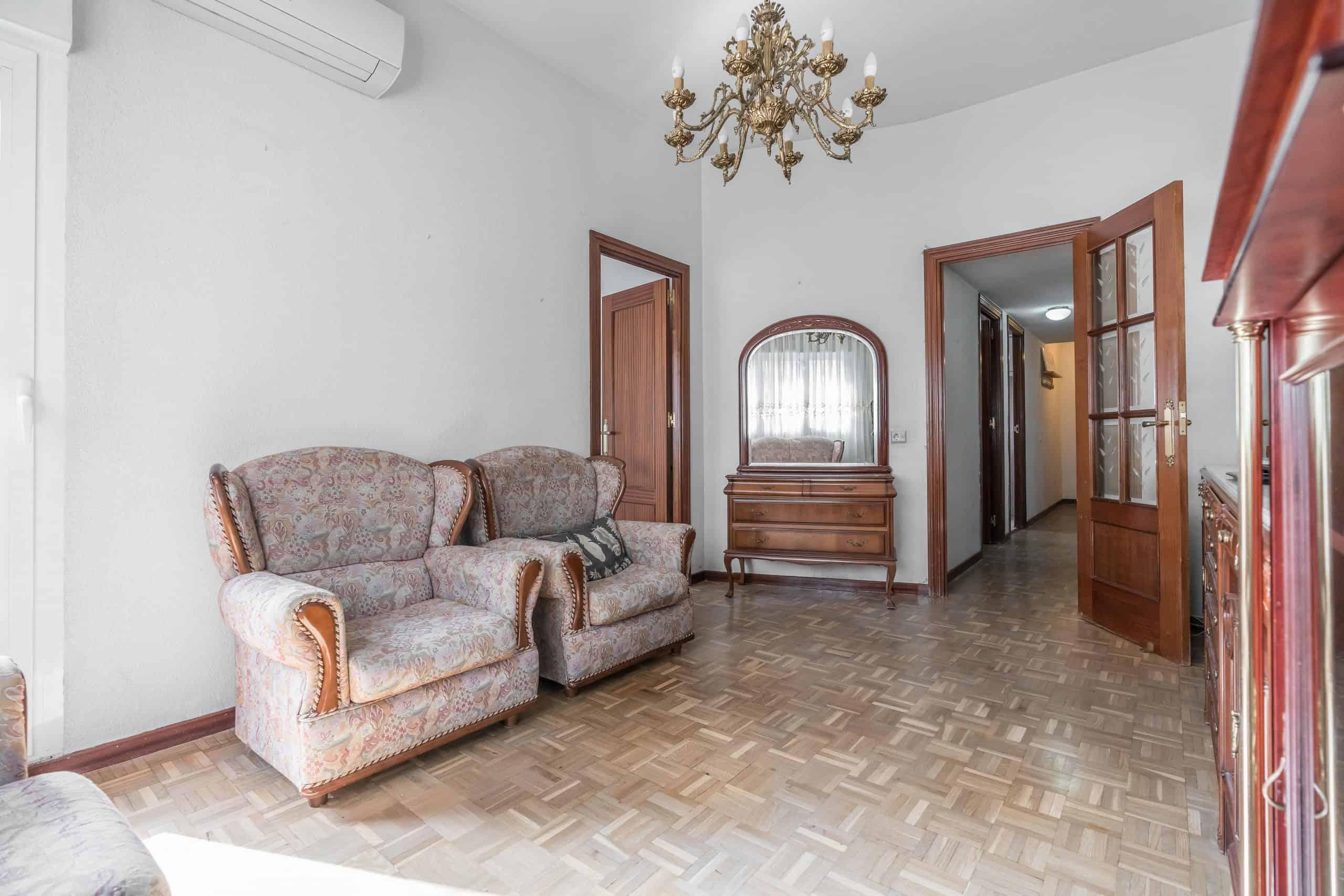 Agencia Inmobiliaria de Madrid-FUTUROCASA-Zona ARGANZUELA-LEGAZPI -calle Jaime Conquistador 48- salón 2