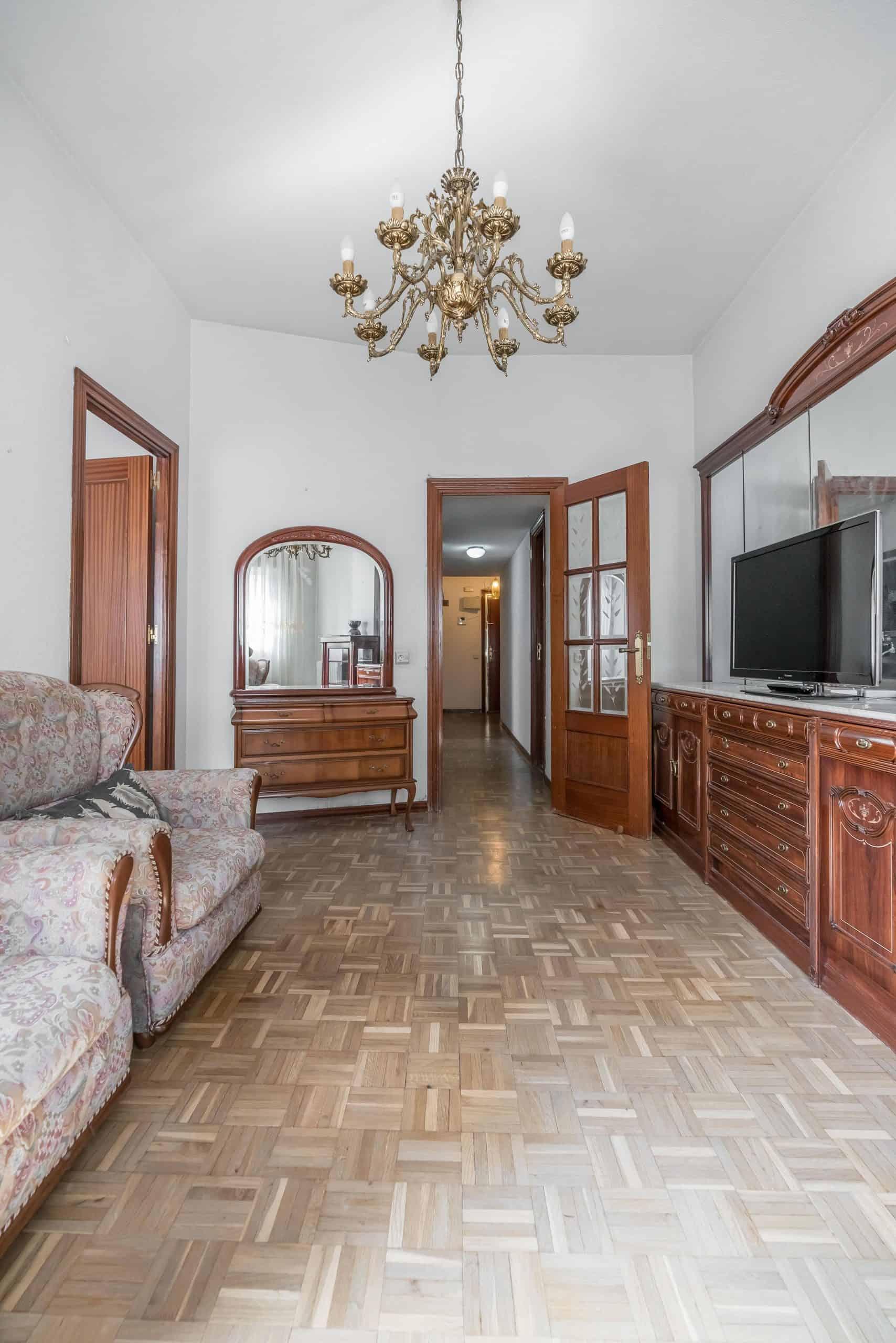 Agencia Inmobiliaria de Madrid-FUTUROCASA-Zona ARGANZUELA-LEGAZPI -calle Jaime Conquistador 48- salón 3