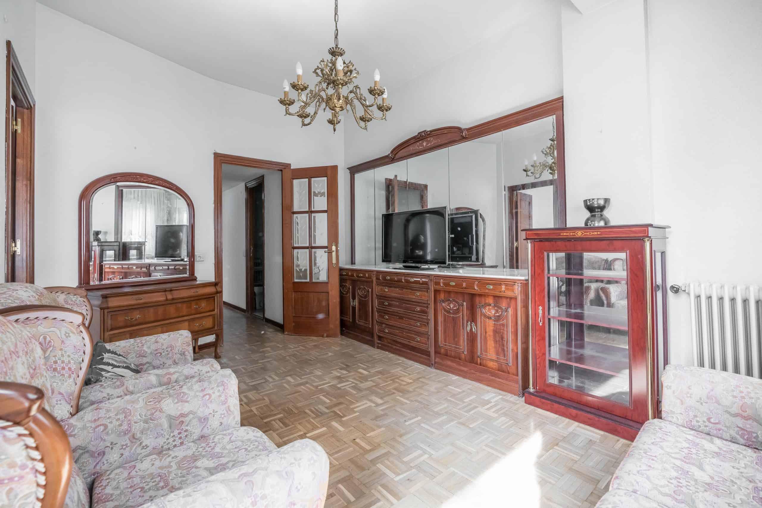Agencia Inmobiliaria de Madrid-FUTUROCASA-Zona ARGANZUELA-LEGAZPI -calle Jaime Conquistador 48- salón 4