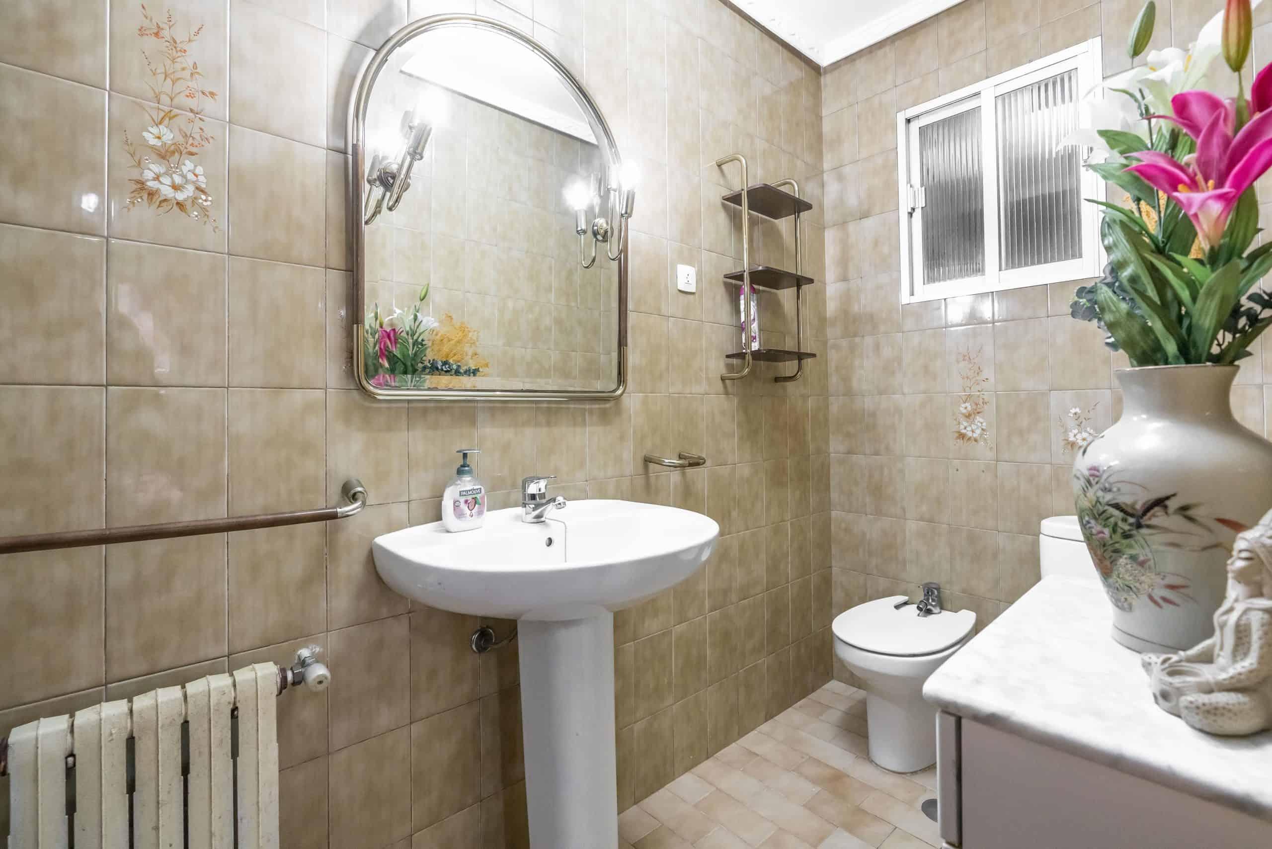 Agencia Inmobiliaria de Madrid-FUTUROCASA-Zona ARGANZUELA-LEGAZPI -calle Jaime Conquistador 27- Baño 1