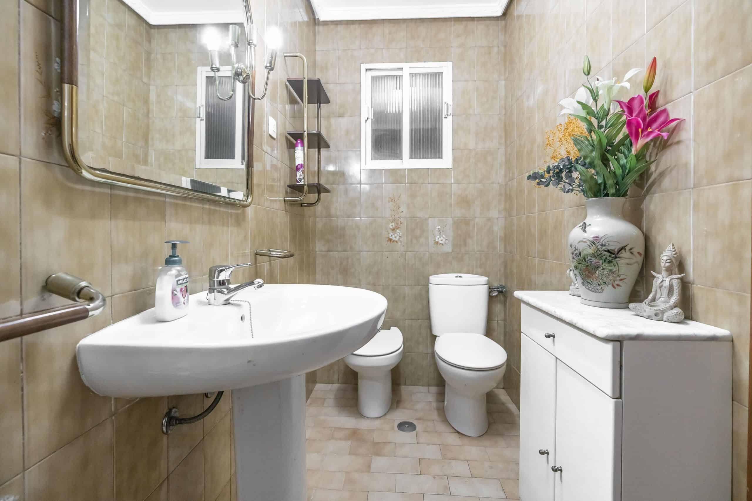 Agencia Inmobiliaria de Madrid-FUTUROCASA-Zona ARGANZUELA-LEGAZPI -calle Jaime Conquistador 27- Baño 2