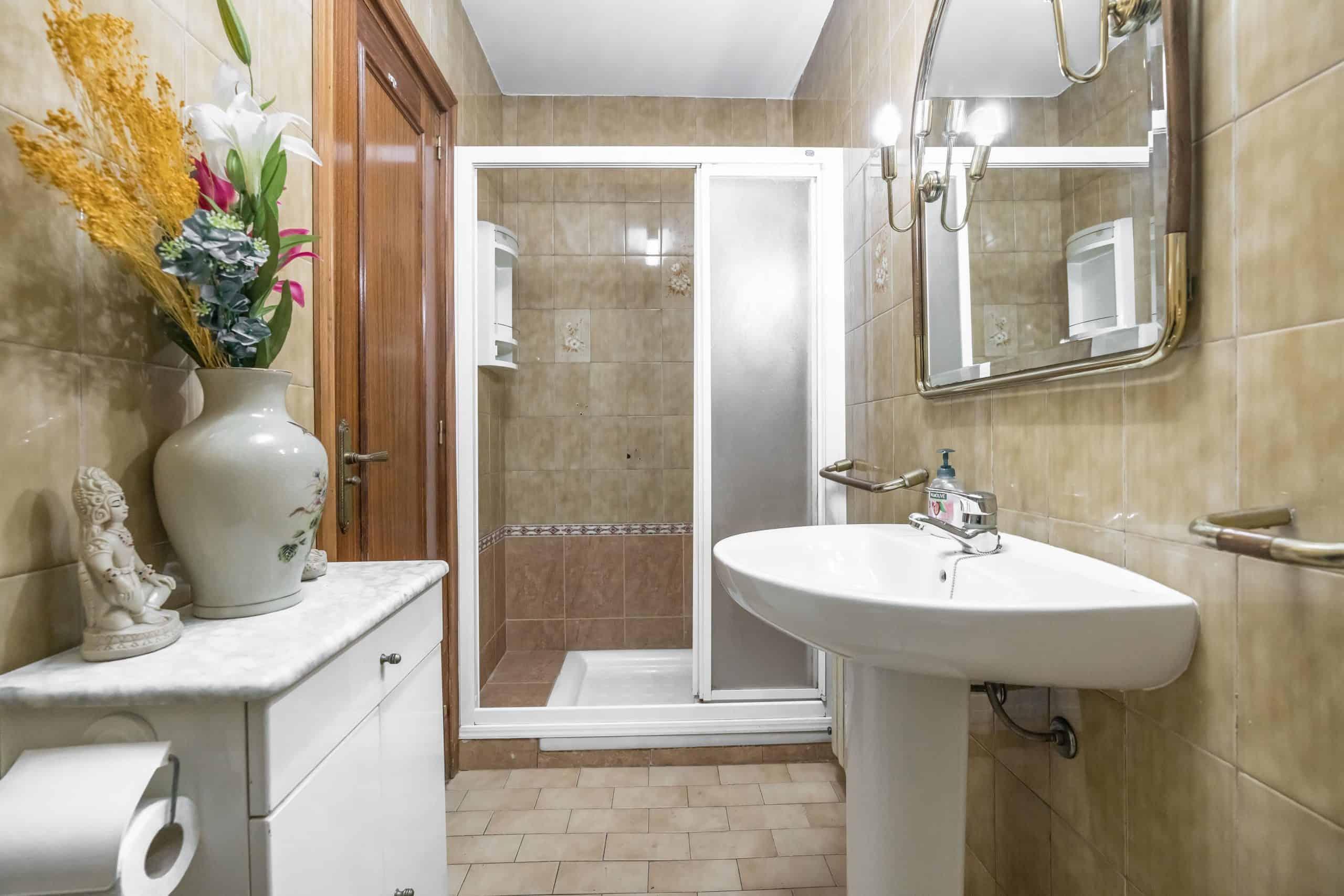Agencia Inmobiliaria de Madrid-FUTUROCASA-Zona ARGANZUELA-LEGAZPI -calle Jaime Conquistador 27- Baño 4