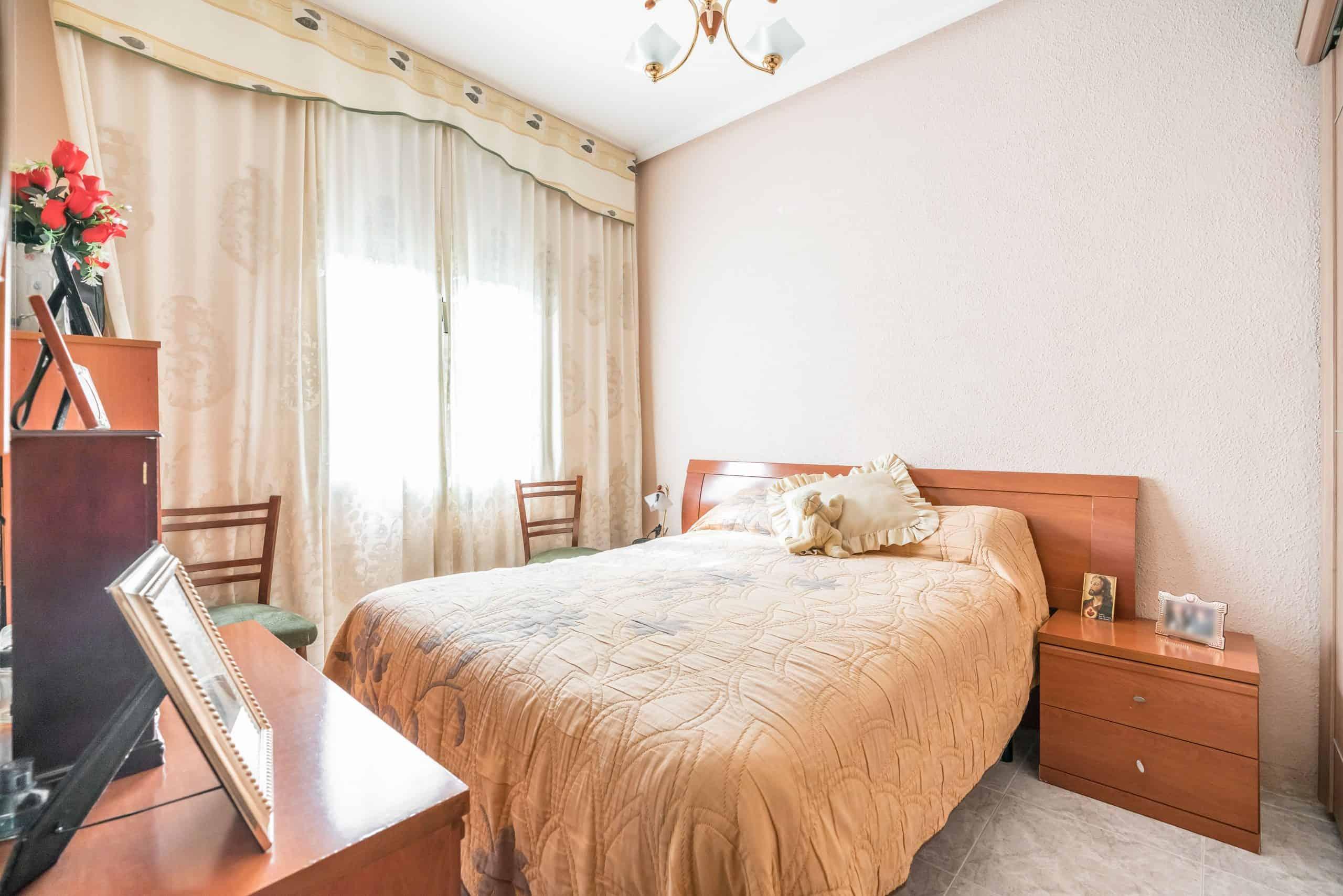 Agencia Inmobiliaria de Madrid-FUTUROCASA-Zona ARGANZUELA-EMBAJADORES-LEGAZPI2 DORMITORIO1 (2)