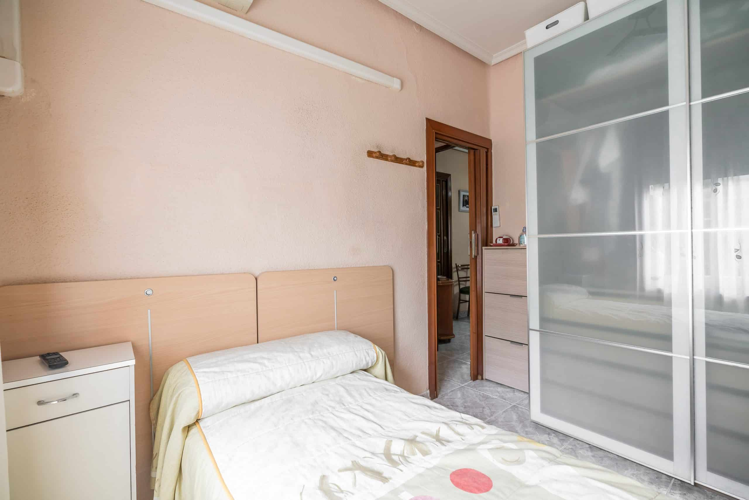 Agencia Inmobiliaria de Madrid-FUTUROCASA-Zona ARGANZUELA-EMBAJADORES-LEGAZPI4 DORMITORIO2 (5)