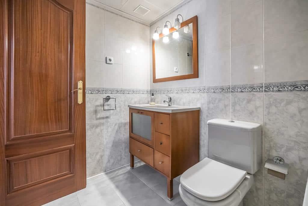 FUTUROCASA-Agencia Inmobiliaria de Madrid-Zona ARGANZUELA-baño 1 - copia