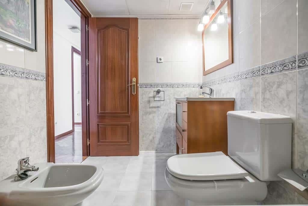 FUTUROCASA-Agencia Inmobiliaria de Madrid-Zona ARGANZUELA-baño 2 - copia