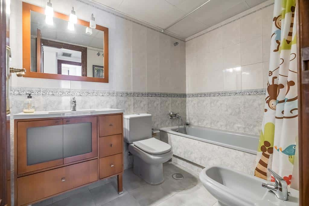 FUTUROCASA-Agencia Inmobiliaria de Madrid-Zona ARGANZUELA-baño - copia