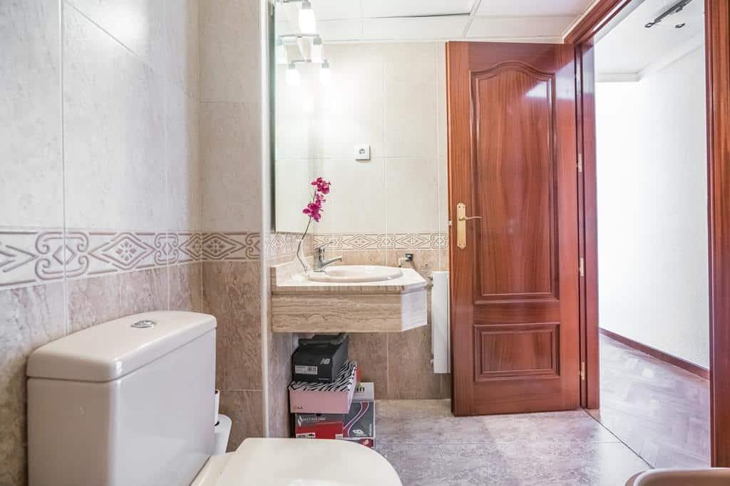 FUTUROCASA-Agencia Inmobiliaria de Madrid-Zona ARGANZUELA-baño principal 1 - copia