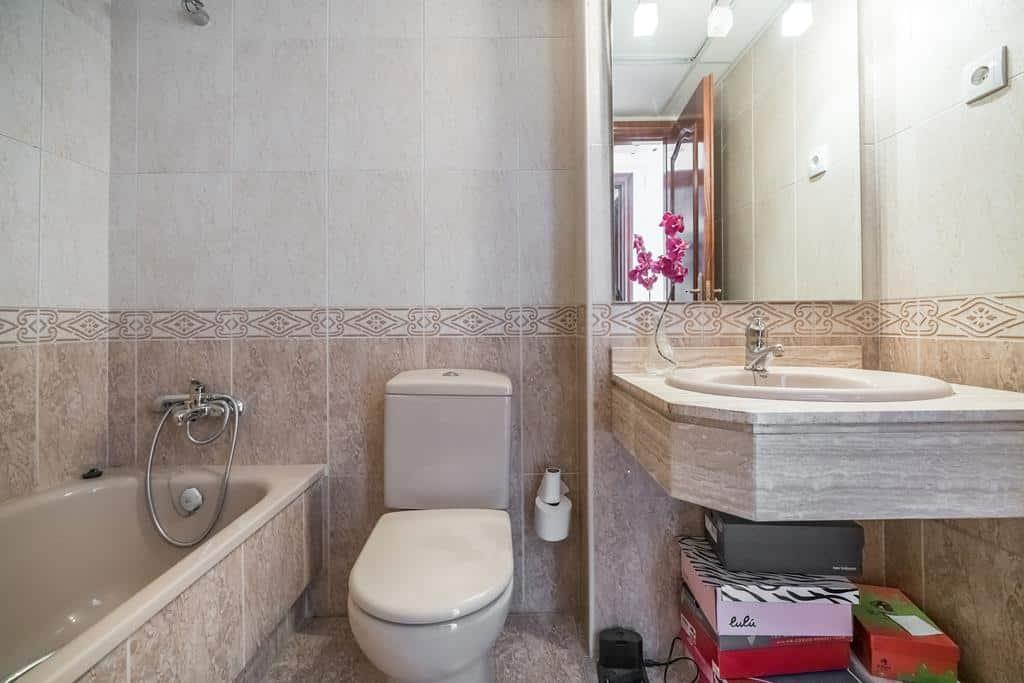 FUTUROCASA-Agencia Inmobiliaria de Madrid-Zona ARGANZUELA-baño principal 2 - copia