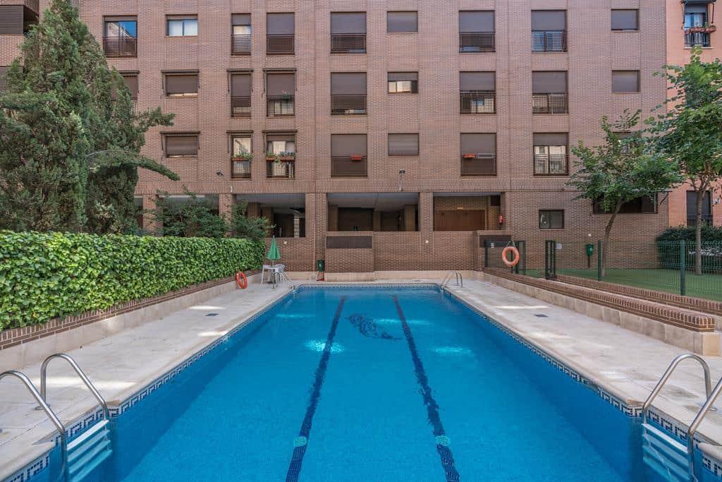 FUTUROCASA-Agencia Inmobiliaria de Madrid-Zona ARGANZUELA-piscina - copia