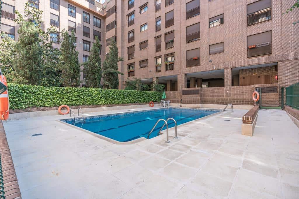 FUTUROCASA-Agencia Inmobiliaria de Madrid-Zona ARGANZUELA- zona piscina - copia