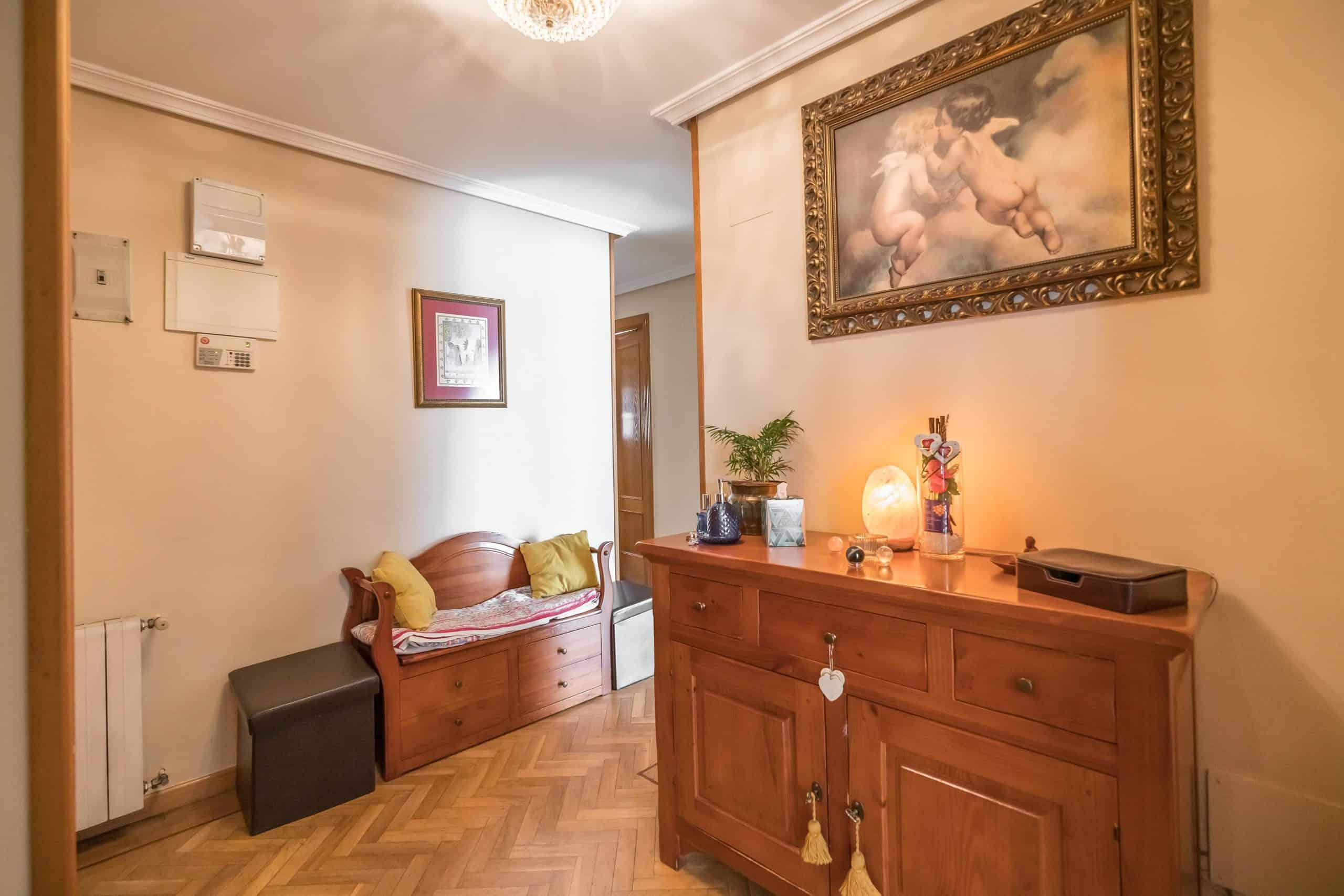 Agencia Inmobiliaria de Madrid-FUTUROCASA-Zona ARGANZUELA-EMBAJADORES-LEGAZPI1 ENTRADA PASILLO(1)
