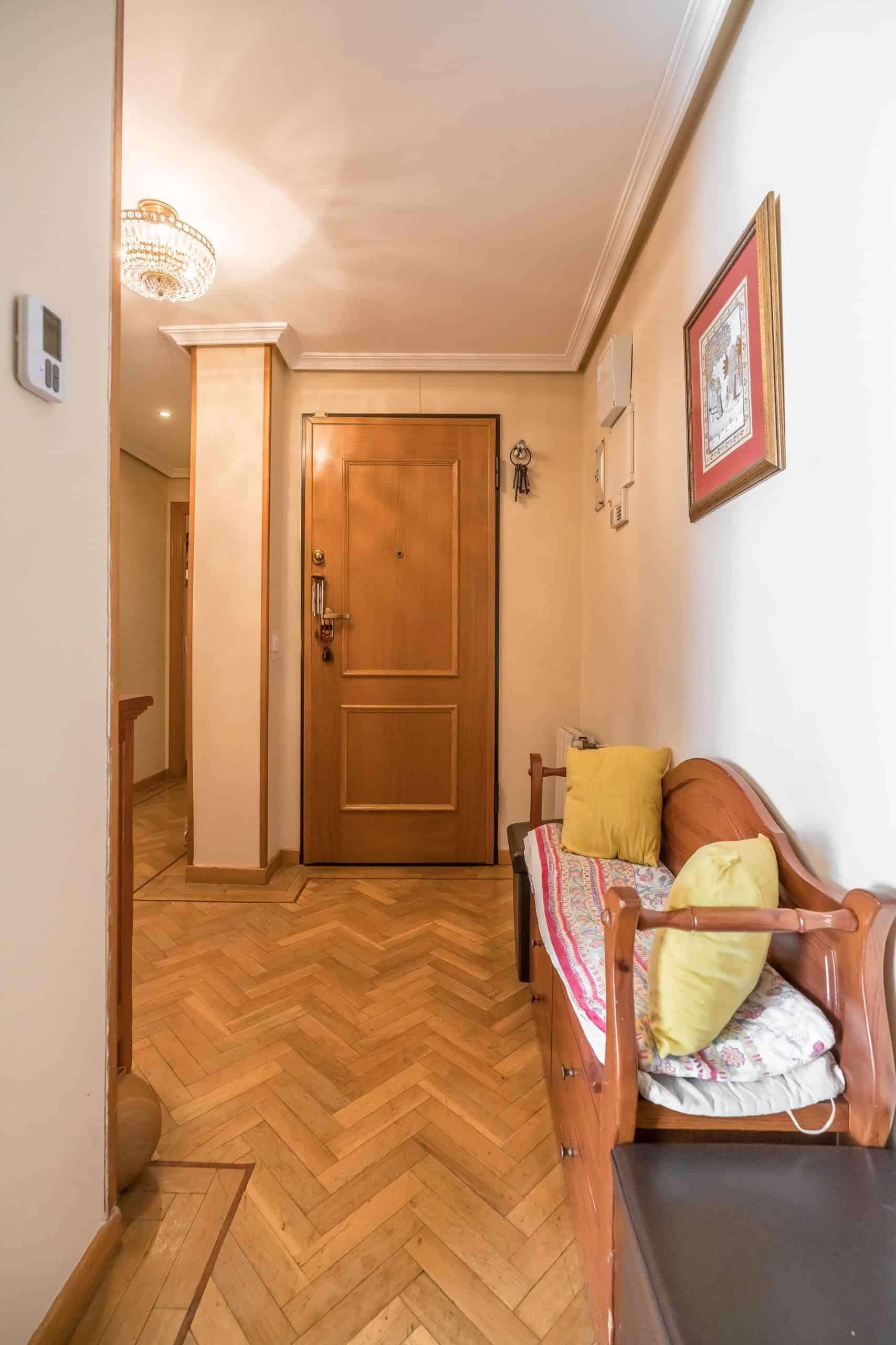 Agencia Inmobiliaria de Madrid-FUTUROCASA-Zona ARGANZUELA-EMBAJADORES-LEGAZPI1 ENTRADA PASILLO(2)
