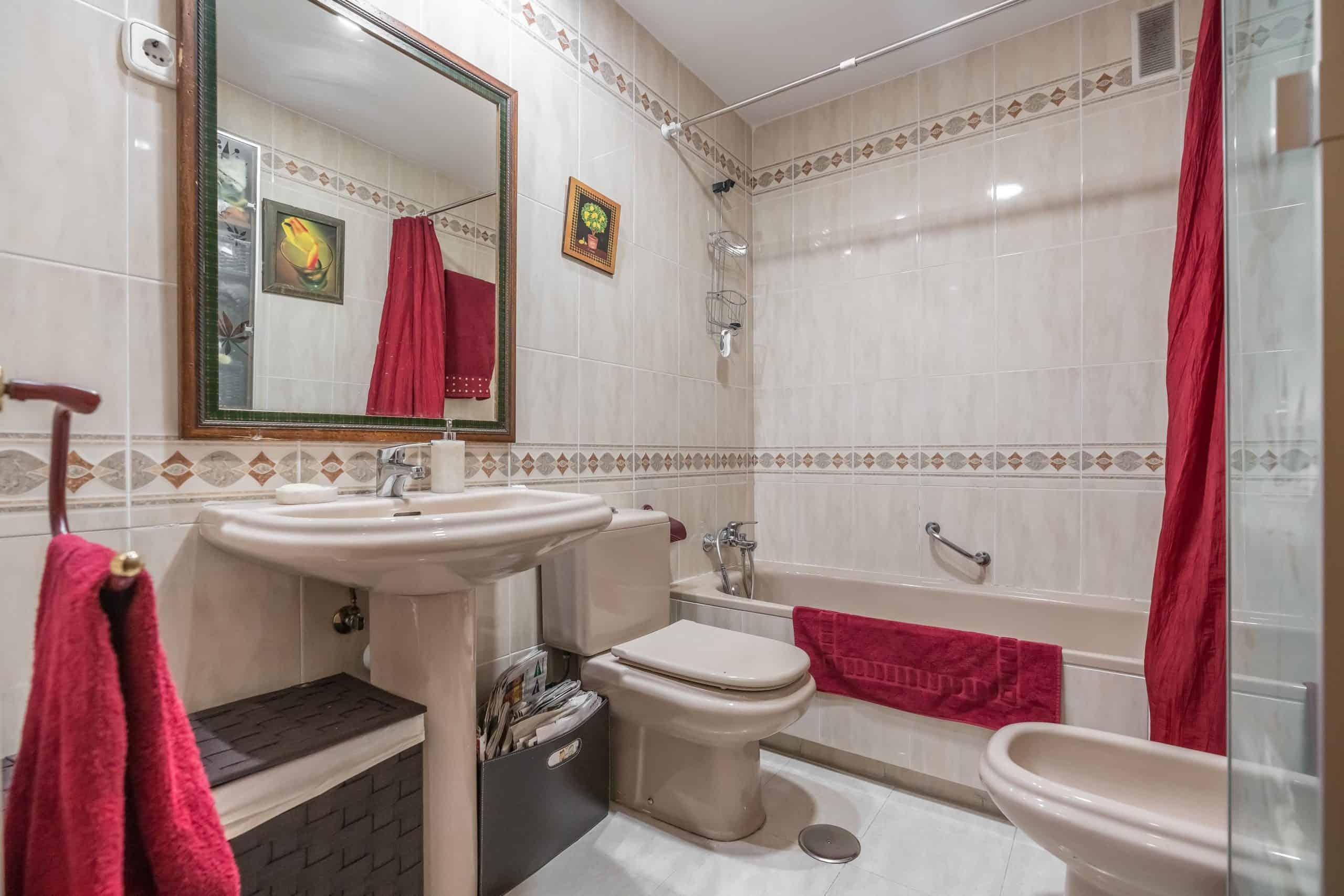 Agencia Inmobiliaria de Madrid-FUTUROCASA-Zona ARGANZUELA-EMBAJADORES-LEGAZPI3 BAÑO2 (1)