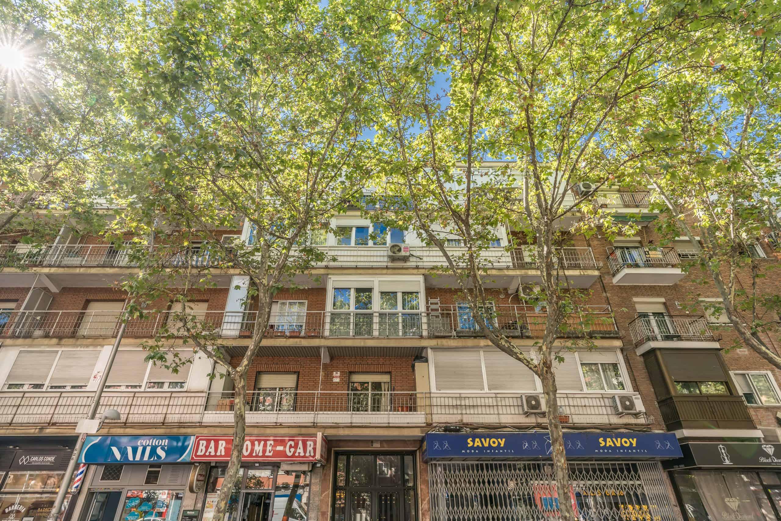 Agencia Inmobiliaria de Madrid-FUTUROCASA-calle Alcala- Fachada (1)