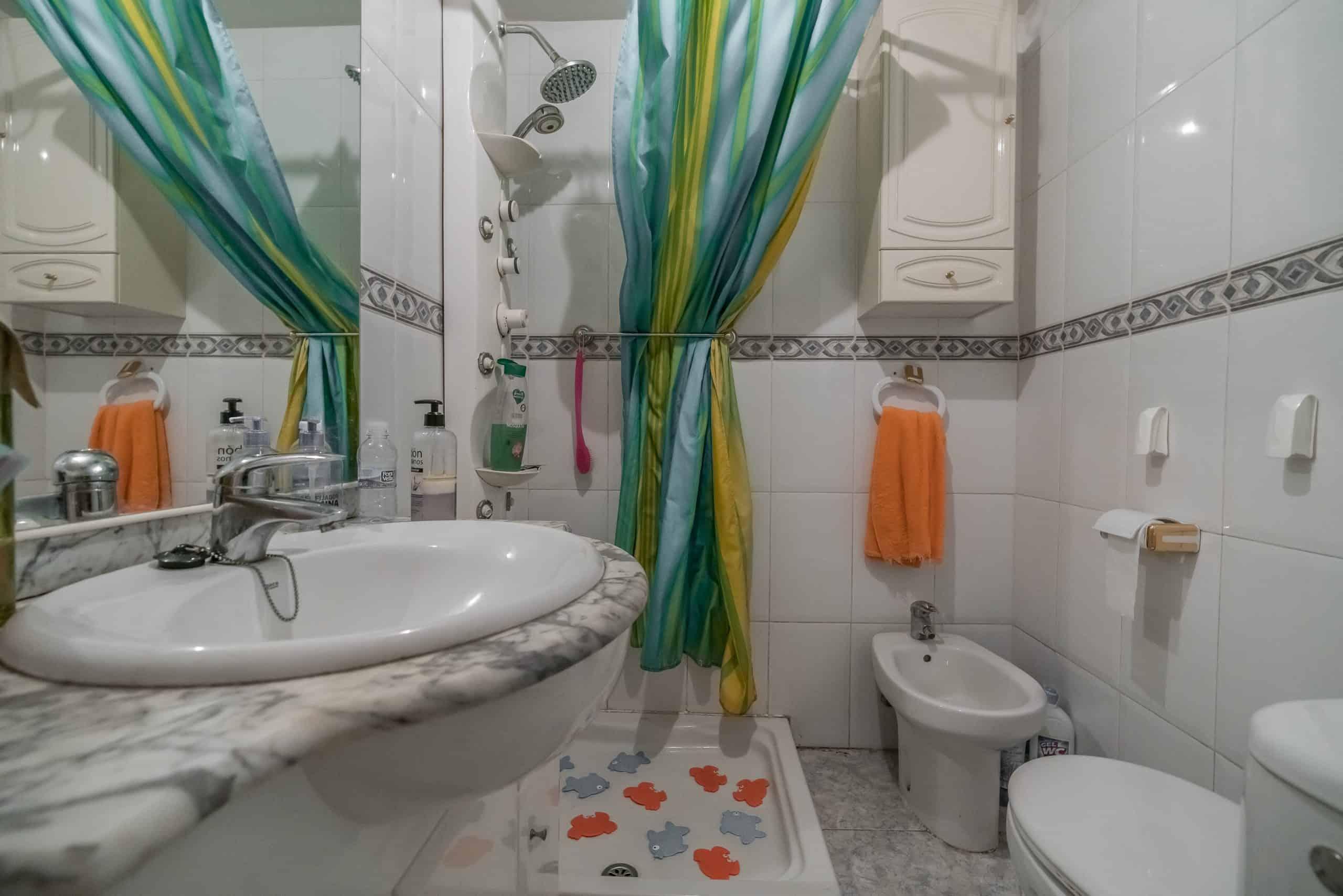Agencia Inmobiliaria de Madrid-FUTUROCASA-calle Alcala- baño 1