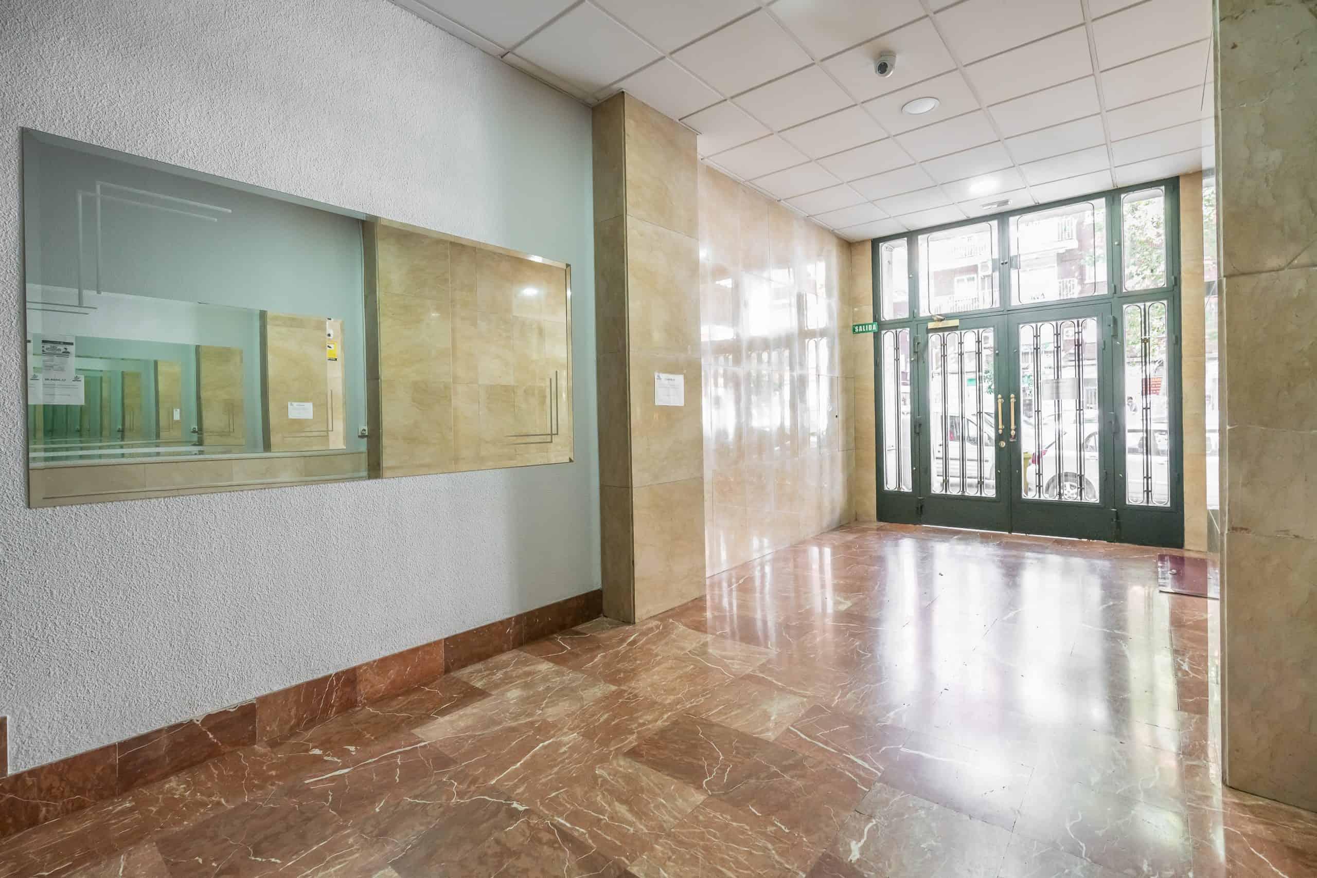 Agencia Inmobiliaria de Madrid-FUTUROCASA-calle Alcala- portal (2)