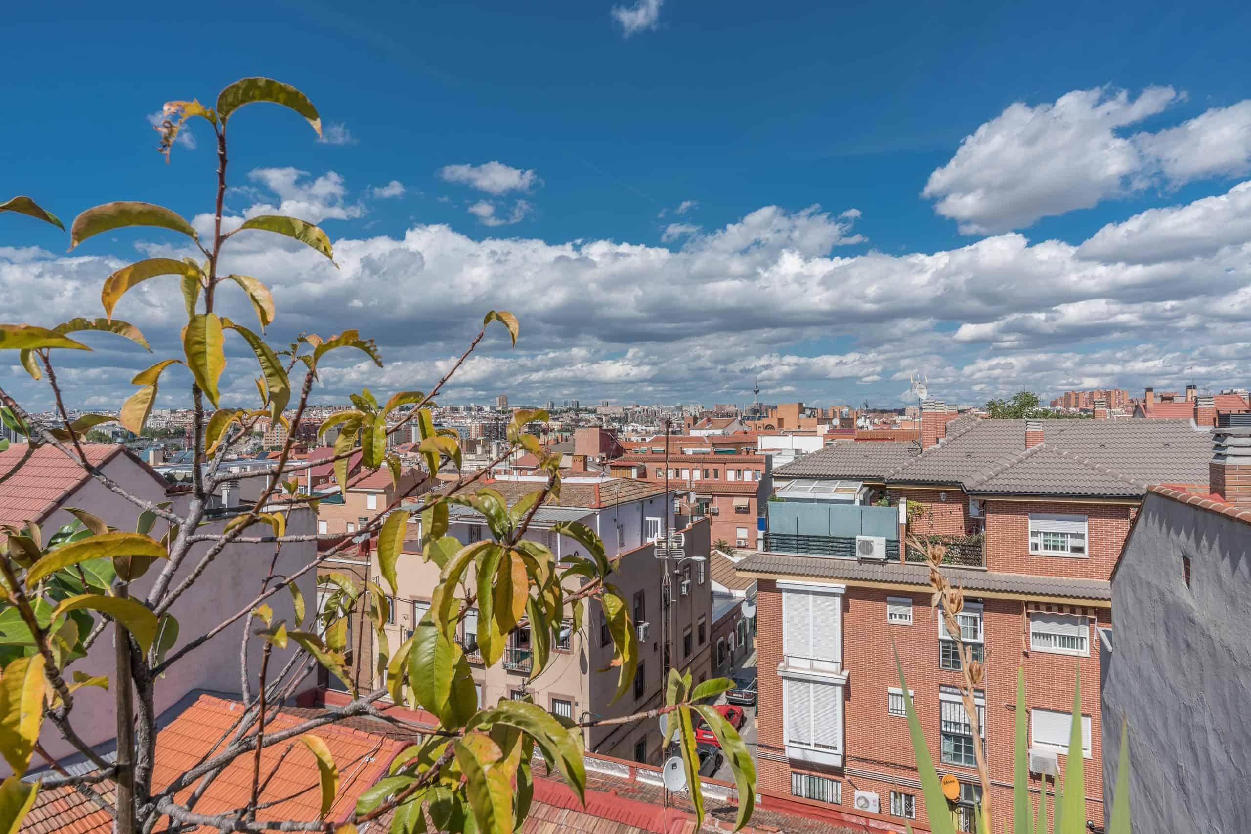 Agencia Inmobiliaria de Madrid-FUTUROCASA-Zona ARGANZUELA-EMBAJADORES-LEGAZPI -calle Sierra Alcaraz- Atico-vistas