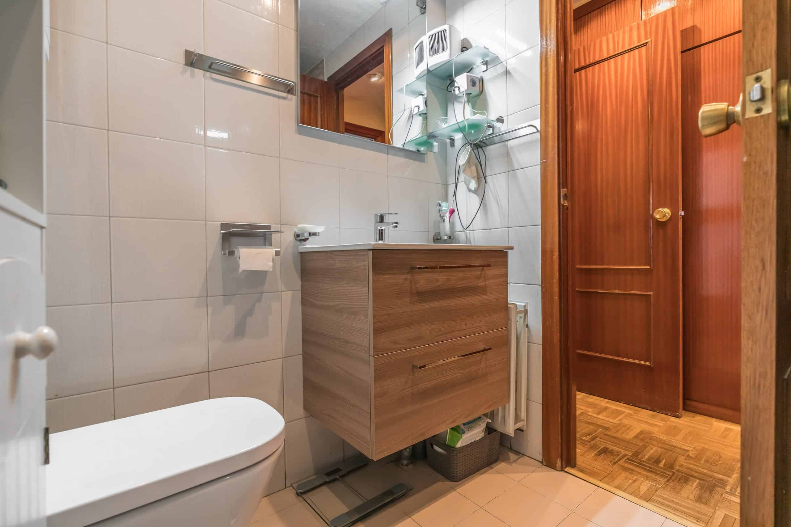Agencia Inmobiliaria de Madrid-FUTUROCASA-Calle Unanimidad BAÑO1 (3)